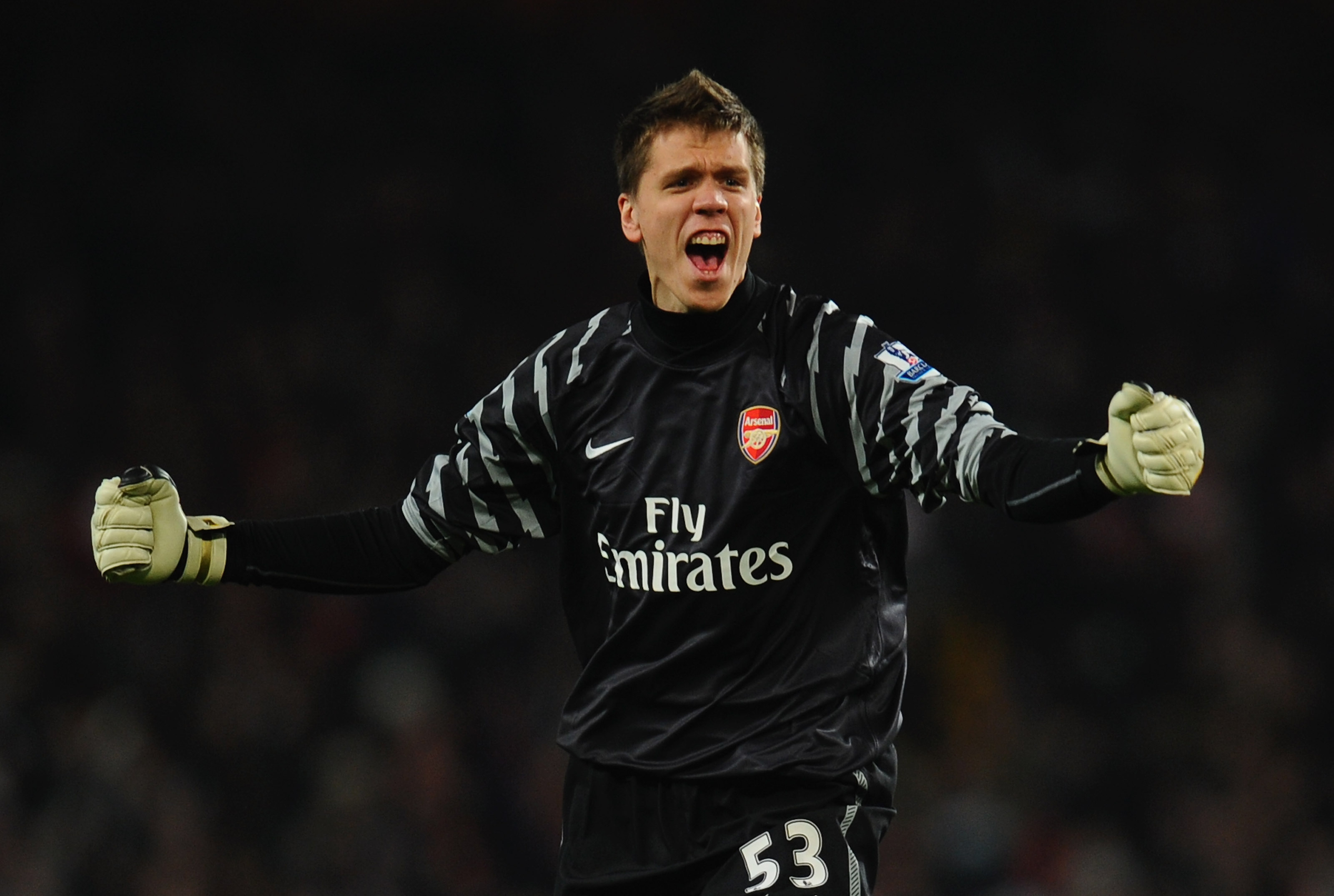 LONDON, ENGLAND - JANUARY 25:  Wojciech Szczesny of Arsenal celebrates during the Carling Cup Semi Final Second Leg match between Arsenal and Ipswich Town at Emirates Stadium on January 25, 2011 in London, England.  (Photo by Clive Mason/Getty Images)
