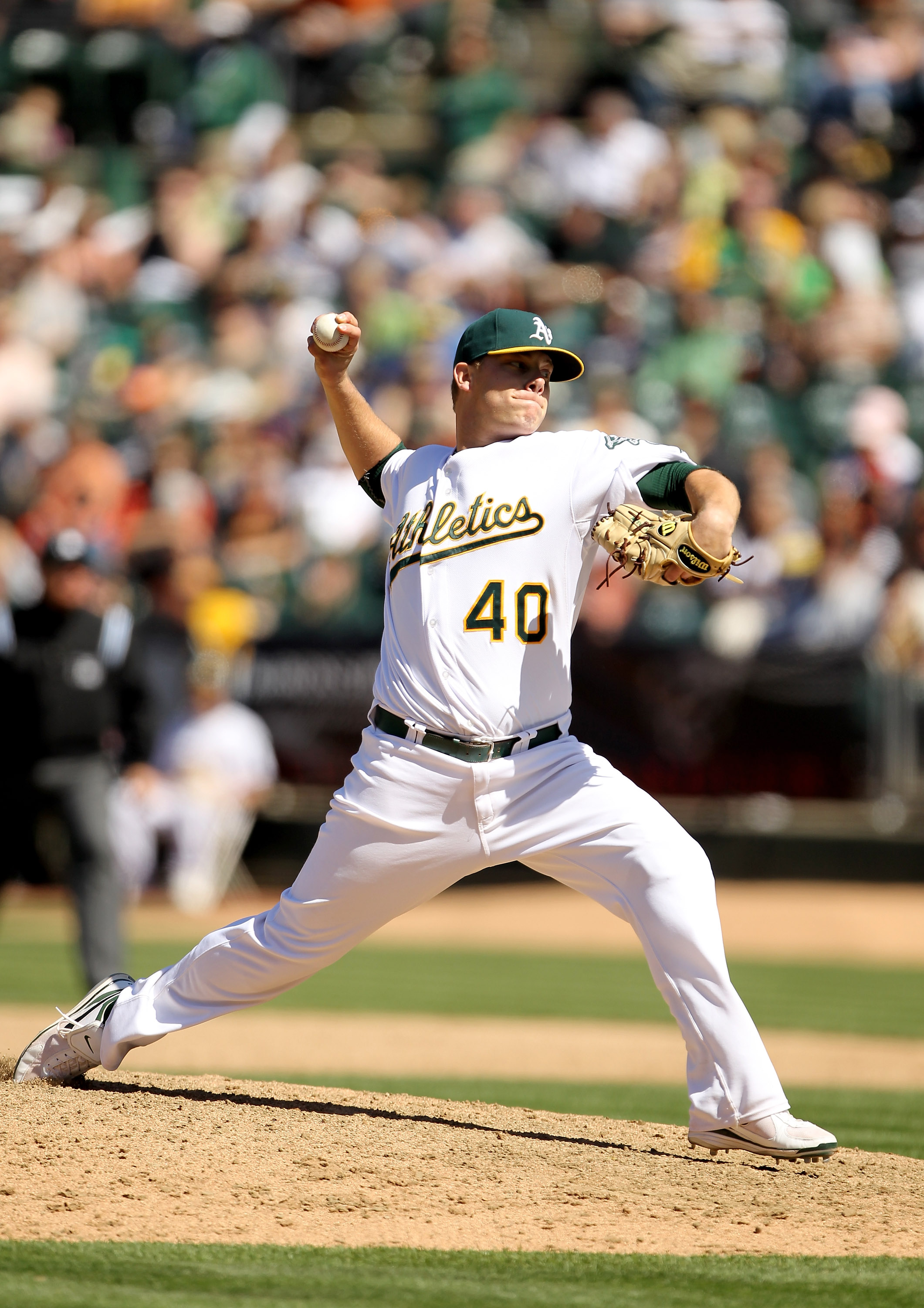 OAKLAND, CA - MAY 23:  Andrew Bailey #40 of the Oakland Athletics pitches against the San Francisco Giants at the Oakland-Alameda County Coliseum on May 23, 2010 in Oakland, California.  (Photo by Ezra Shaw/Getty Images)