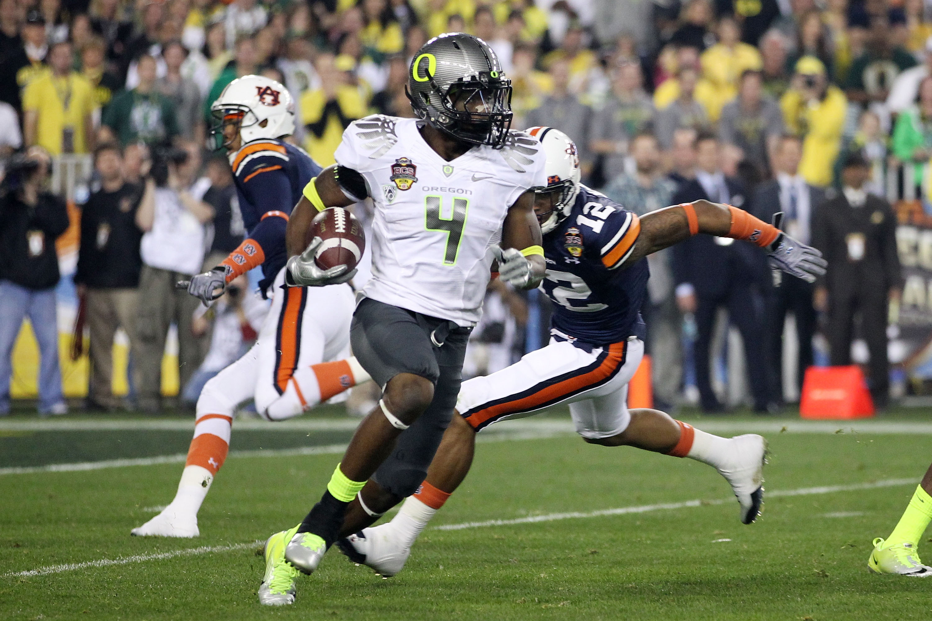 GLENDALE, AZ - JANUARY 10:  Josh Huff #4 of the Oregon Ducks runs down field against the Auburn Tigers during the Tostitos BCS National Championship Game at University of Phoenix Stadium on January 10, 2011 in Glendale, Arizona.  (Photo by Christian Peter