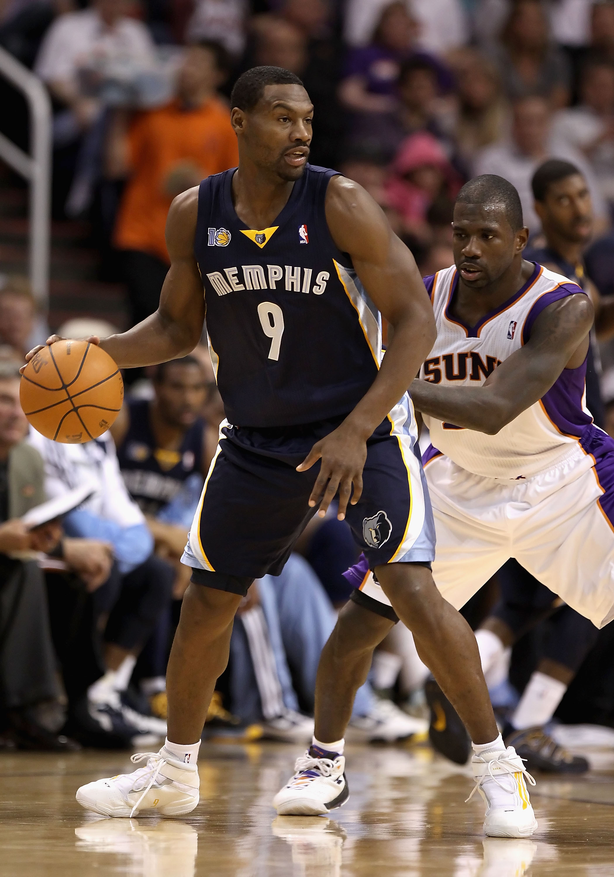 PHOENIX - NOVEMBER 05:  Tony Allen #9 of the Memphis Grizzlies handles the ball under pressure from Jason Richardson #23 of the Phoenix Suns during the NBA game at US Airways Center on November 5, 2010 in Phoenix, Arizona. NOTE TO USER: User expressly ack
