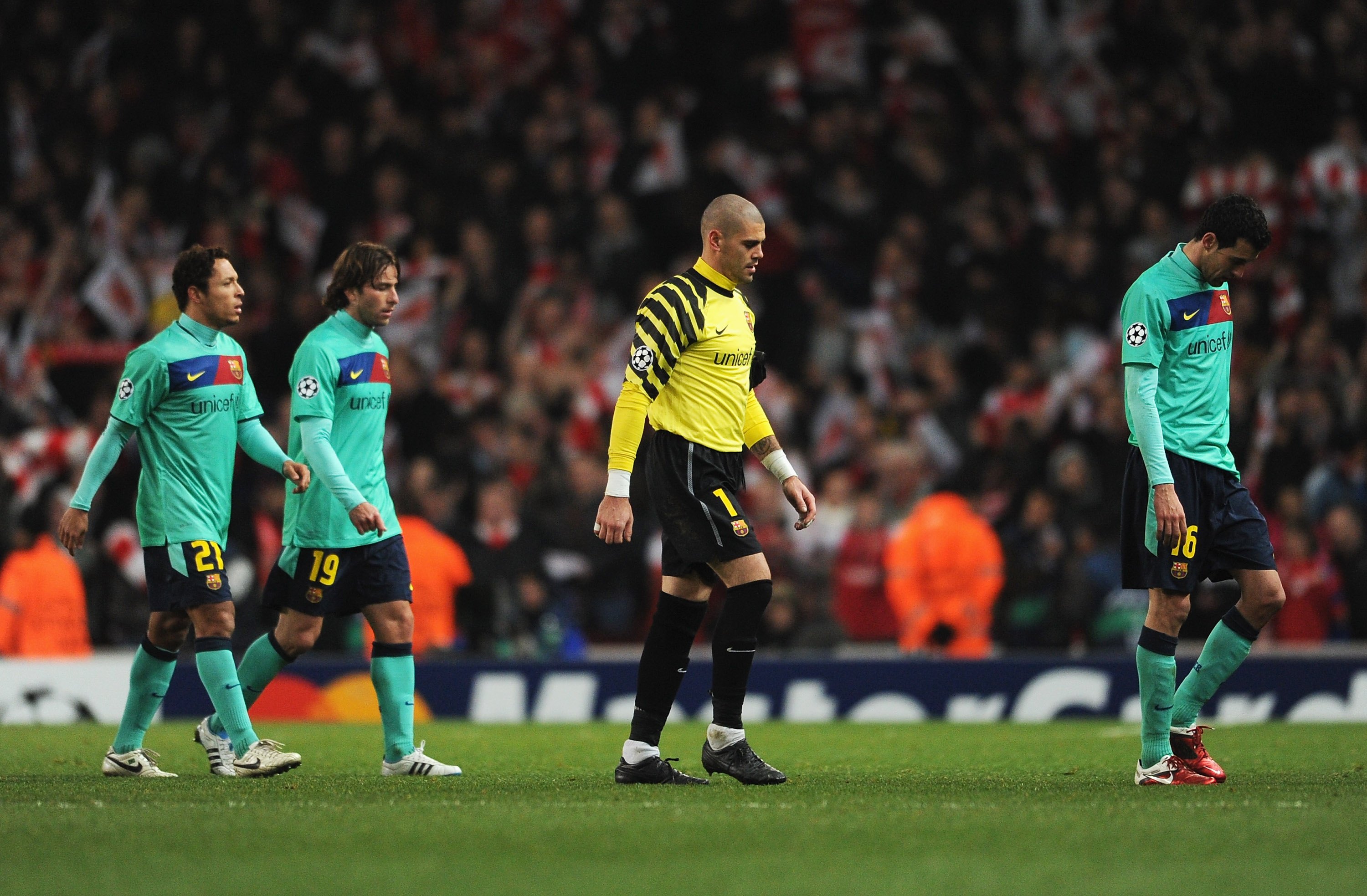 LONDON, ENGLAND - FEBRUARY 16:  Goalkeeper Victor Valdes of Barcelona looks dejected with team mates after the UEFA Champions League round of 16 first leg match between Arsenal and Barcelona at the Emirates Stadium on February 16, 2011 in London, England.