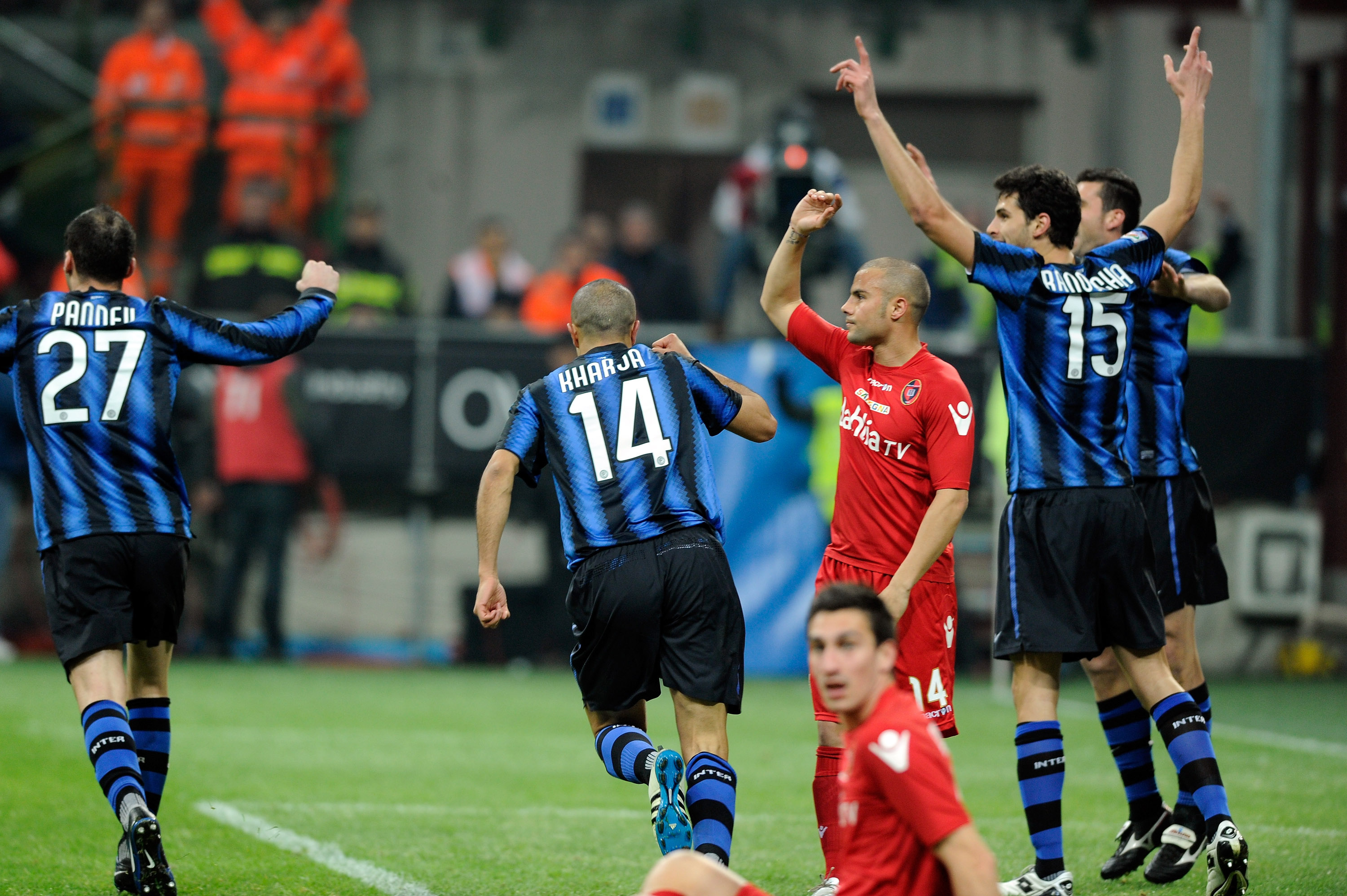 MILAN, ITALY - FEBRUARY 19:  Andrea Ranocchia (R) celebrates scoring the first goal during the Serie A match between FC Internazionale Milano and Cagliari Calcio at Stadio Giuseppe Meazza on February 19, 2011 in Milan, Italy.  (Photo by Claudio Villa/Gett
