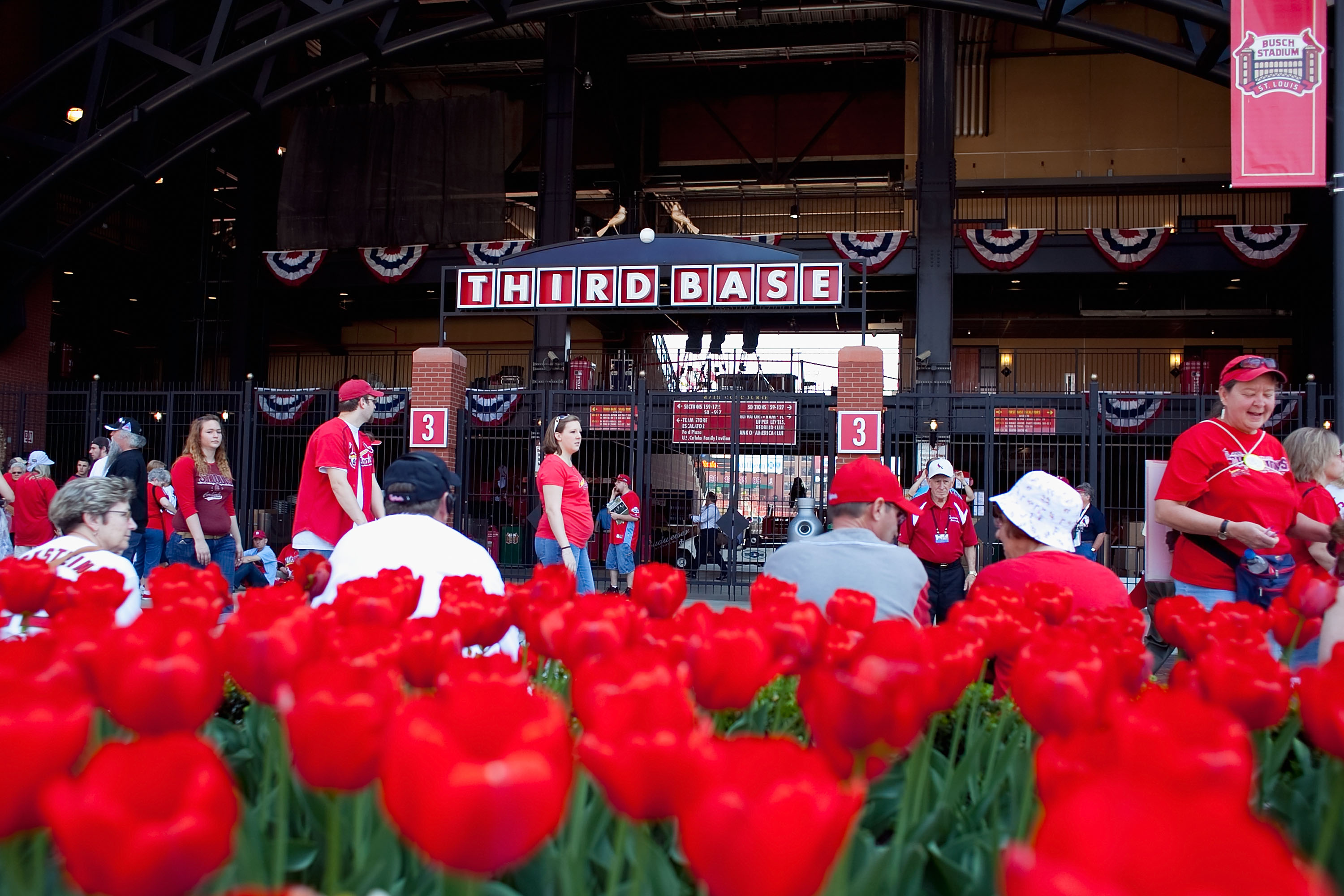 ST. LOUIS, MO - APRIL 12: Fans wait outside Busch Stadium prior to the St. Louis Cardinals playing against the Houston Astros in the home opener at Busch Stadium on April 12, 2010 in St. Louis, Missouri.  (Photo by Dilip Vishwanat/Getty Images)