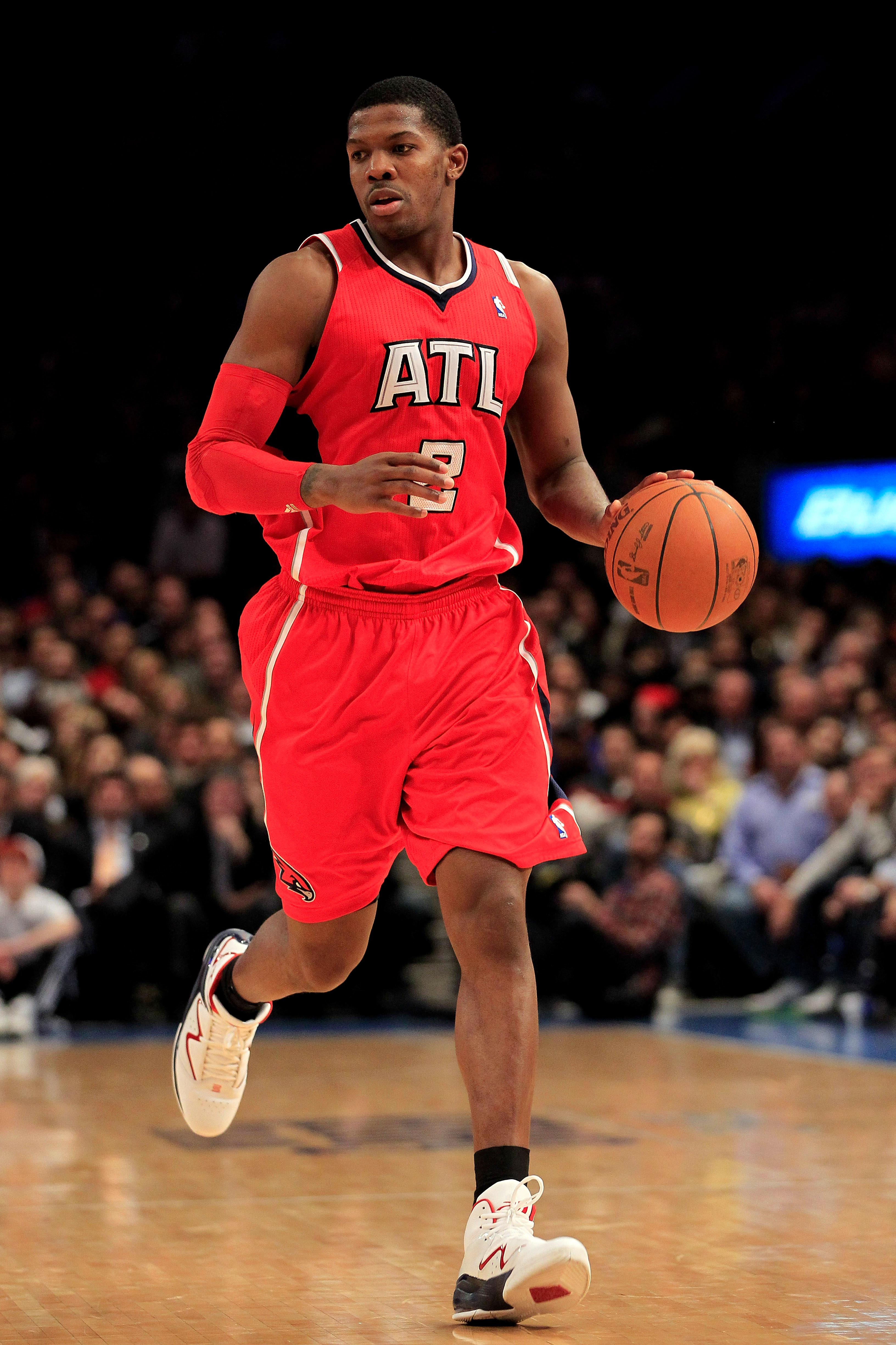 NEW YORK, NY - FEBRUARY 16:  Joe Johnson #2  of the Atlanta Hawks dribbles the ball against the New York Knicks at Madison Square Garden on February 16, 2011 in New York City. NOTE TO USER: User expressly acknowledges and agrees that, by downloading and/o
