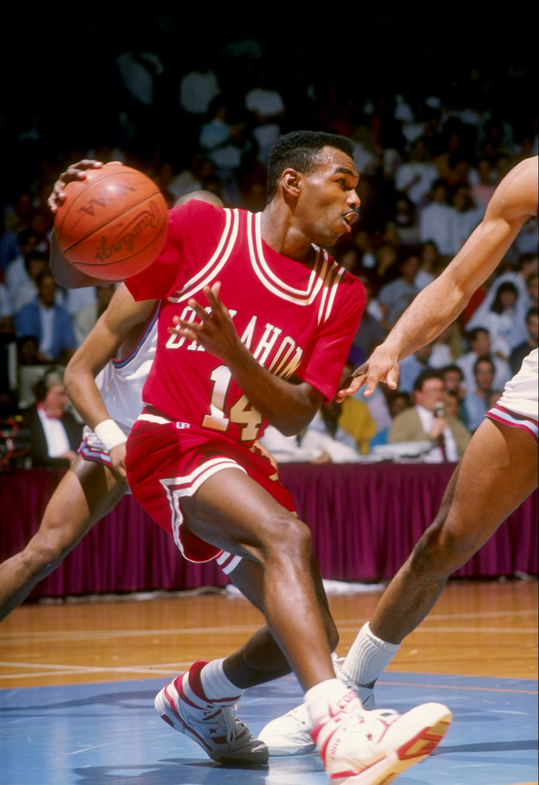 1989-1990:  Terry Evans of the Oklahoma Sooners moves the ball during a game. Mandatory Credit: Mike Powell  /Allsport