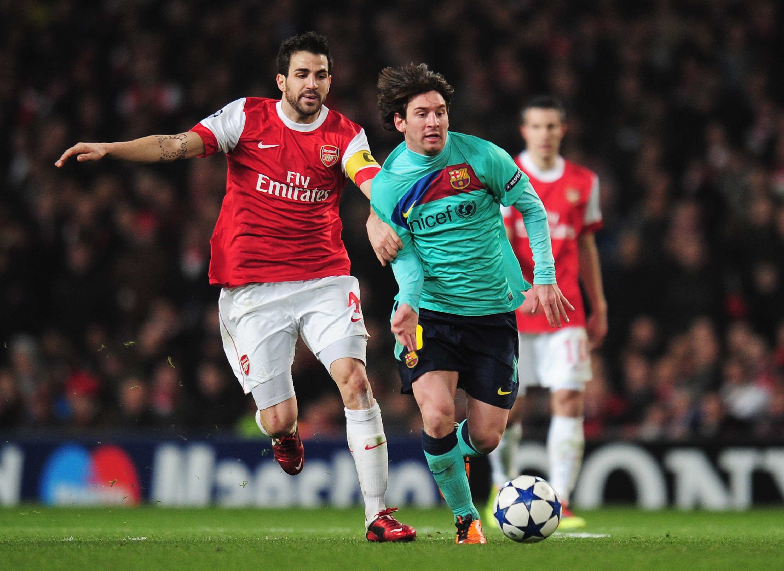 LONDON, ENGLAND - FEBRUARY 16:  Lionel Messi of Barcelona is challenged by Cesc Fabregas of Arsenal during the UEFA Champions League round of 16 first leg match between Arsenal and Barcelona at the Emirates Stadium on February 16, 2011 in London, England.