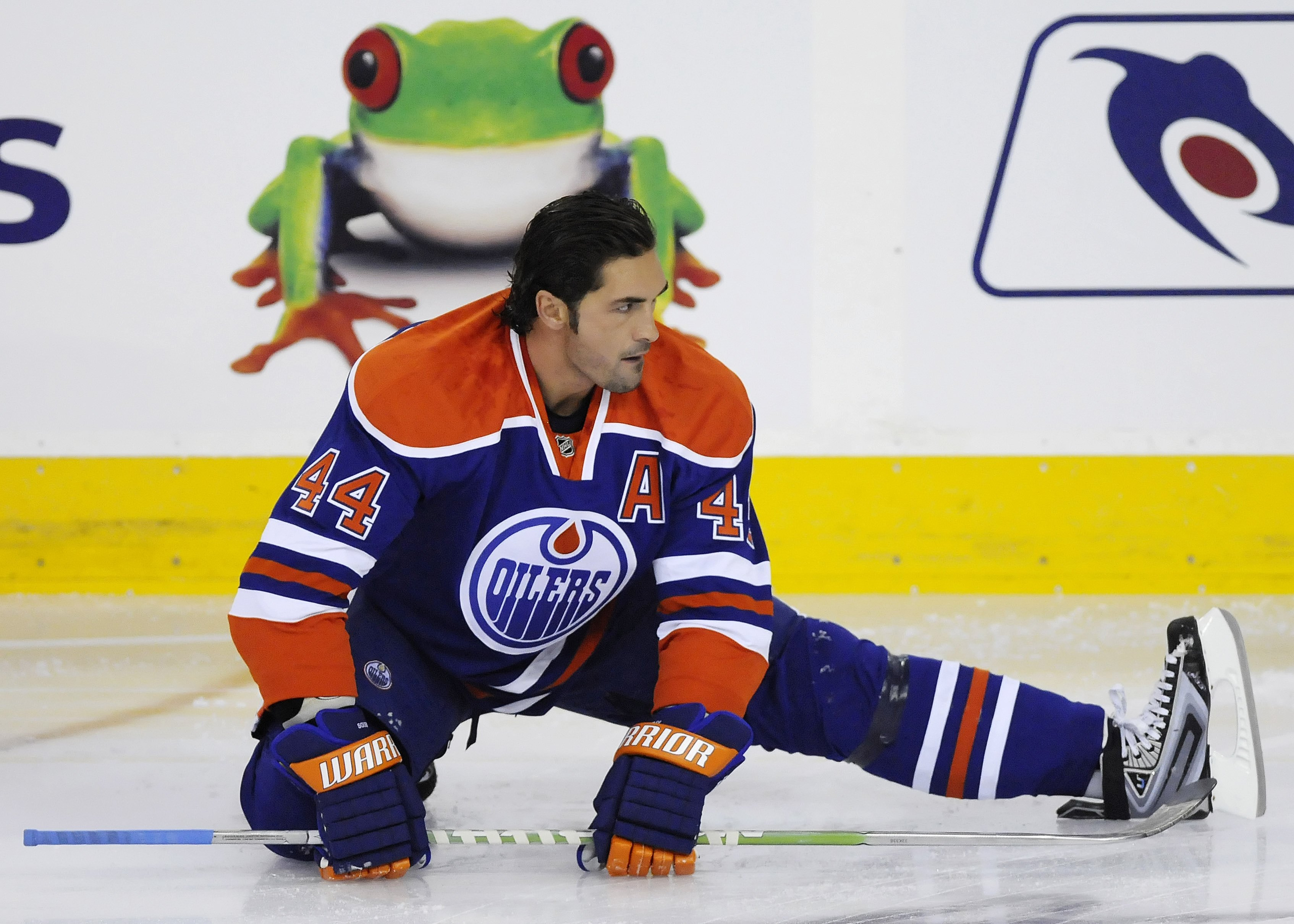 EDMONTON, AB - OCTOBER 3:  Defenseman Sheldon Souray #44 of the Edmonton Oilers warms up in a game between Calgary and Edmonton in the first period during an NHL game on October 3, 2009 at Rexall Arena in Edmonton, Canada. The Calgary Flames defeated the