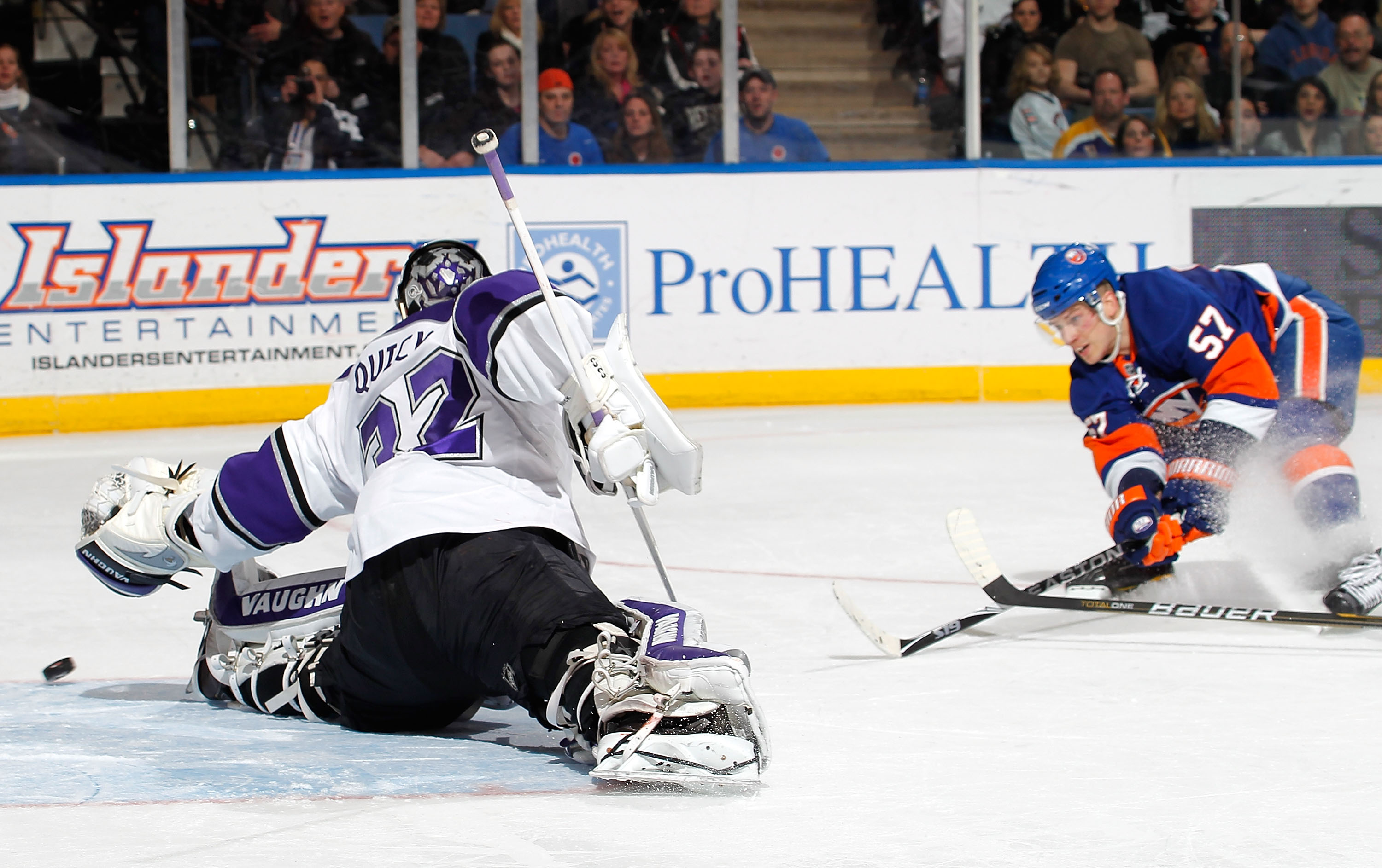 UNIONDALE, NY - FEBRUARY 19:  Goalie Jonathan Quick #32 of the Los Angeles Kings makes a split save on a shot by Blake Comeau #57 of the New York Islanders late in the second period of an NHL hockey game at the Nassau Coliseum on February 19, 2011 in Unio