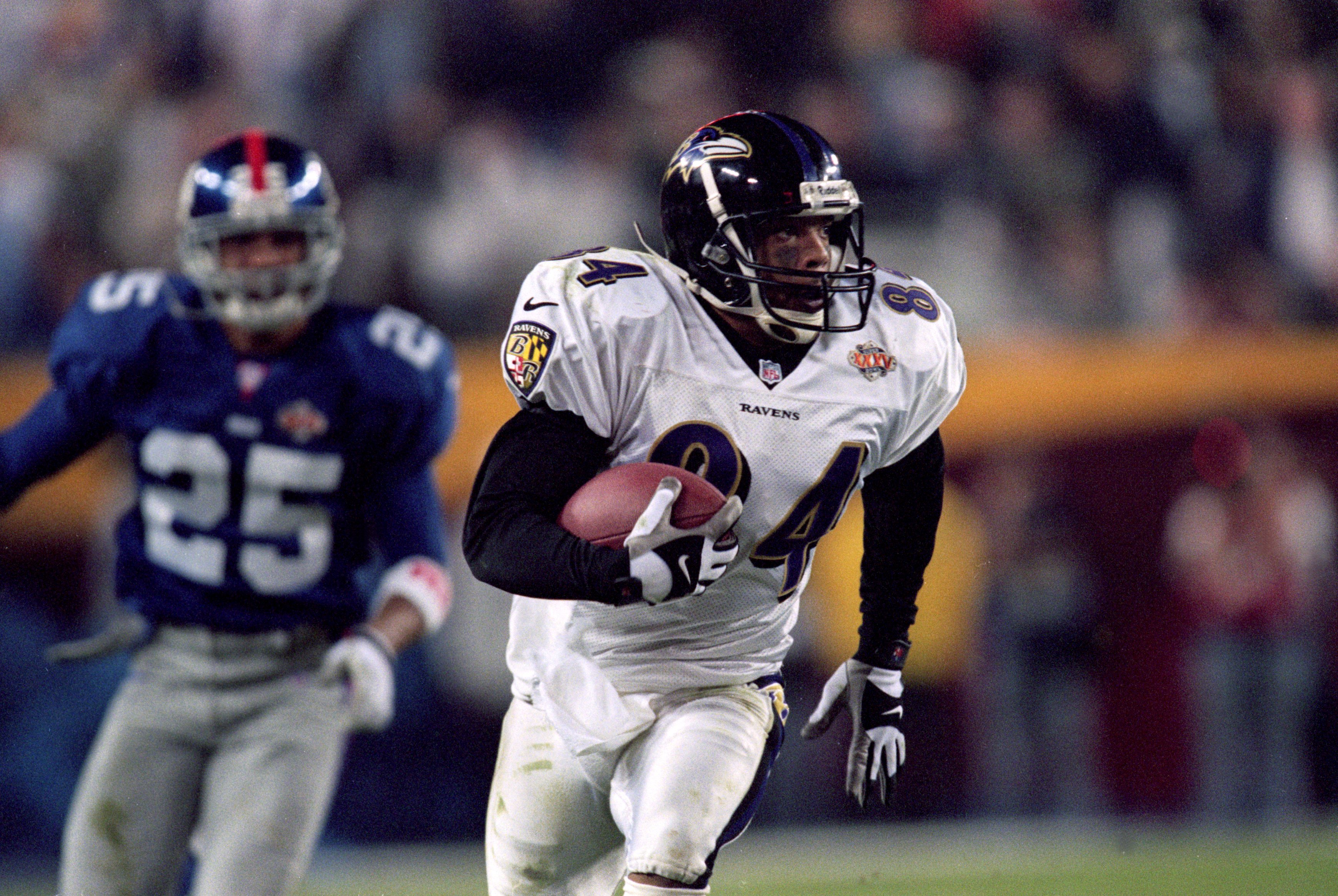 d36a4c8c3 28 Jan 2001: Jermaine Lewis #84 of the Baltimore Ravens runs with the ball