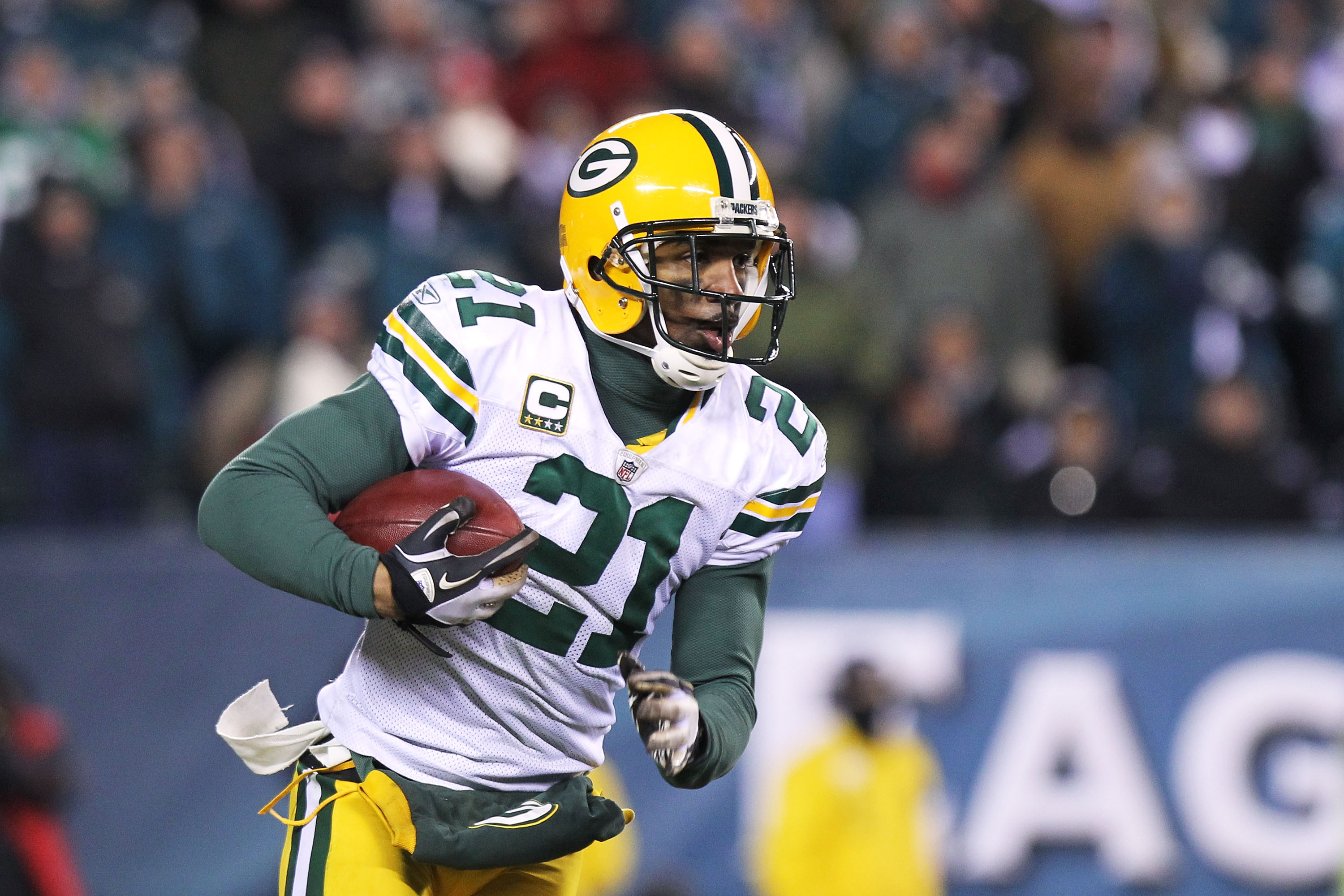 PHILADELPHIA, PA - JANUARY 09:  Charles Woodson #21 of the Green Bay Packers runs down field against the Philadelphia Eagles during the 2011 NFC wild card playoff game at Lincoln Financial Field on January 9, 2011 in Philadelphia, Pennsylvania.  (Photo by
