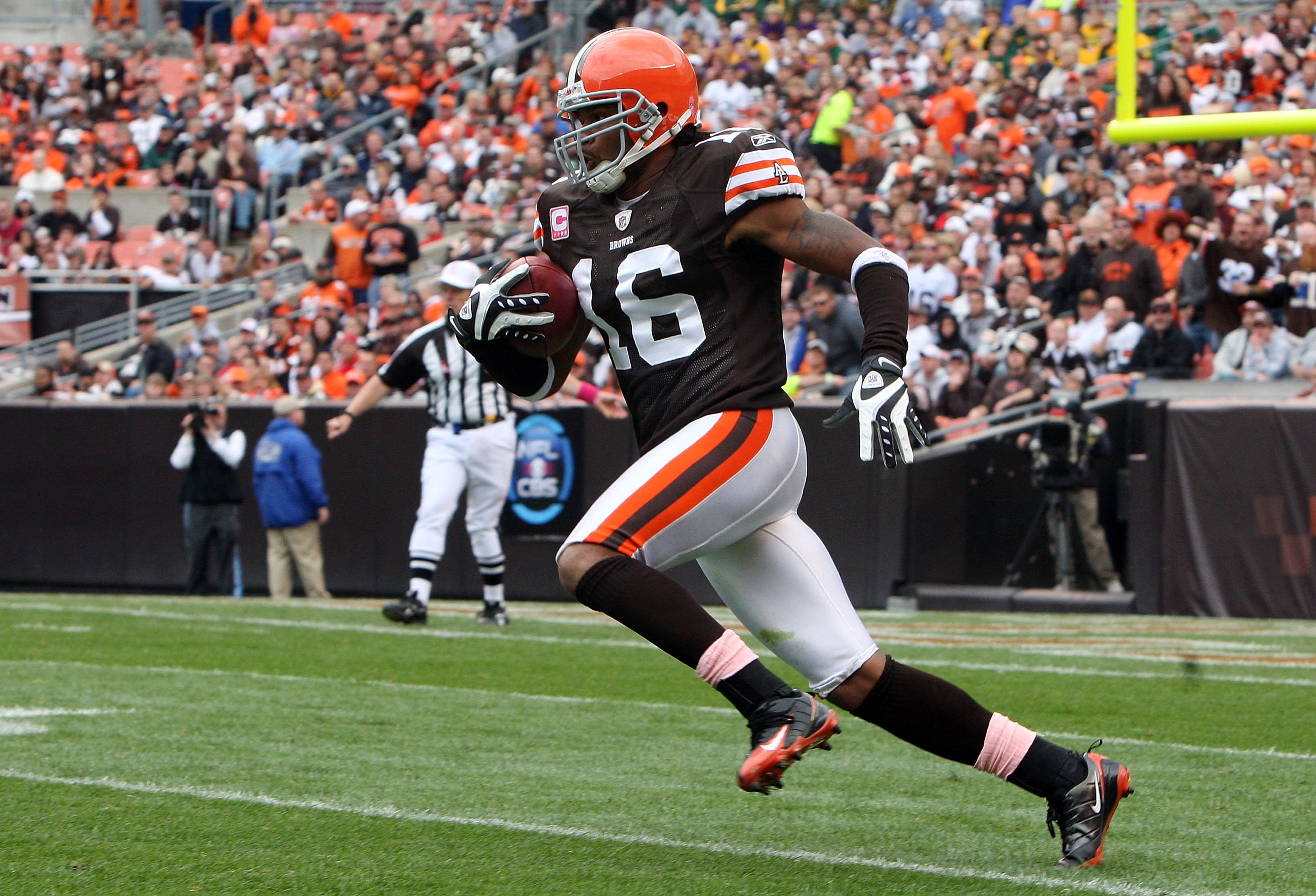 CLEVELAND - OCTOBER 04:  Joshua Cribbs #16 of the Cincinnati Bengals runs the ball against the Cleveland Browns during their game at Cleveland Browns Stadium on October 4, 2009 in Cleveland, Ohio. The Bengals defeated the Browns 23-20 in overtime.  (Photo