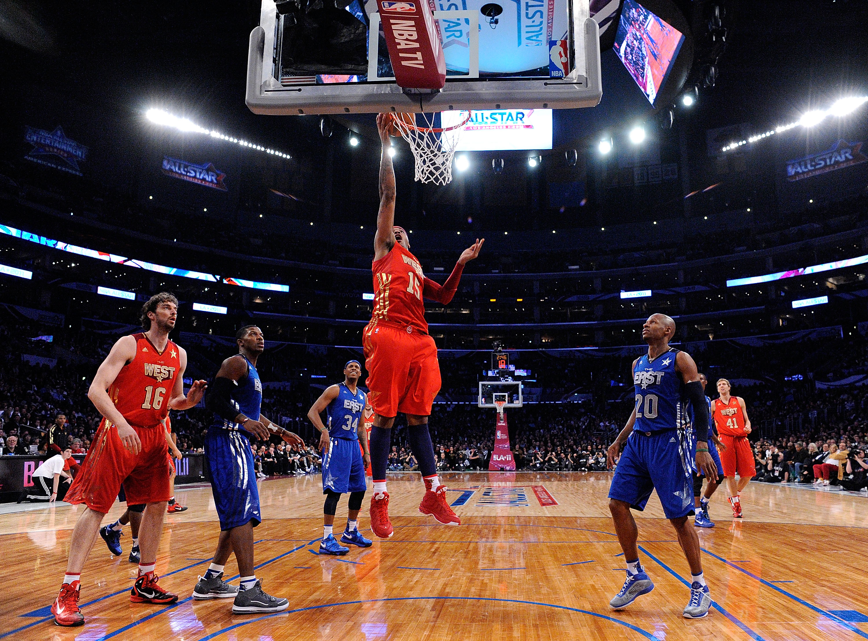 LOS ANGELES, CA - FEBRUARY 20:  Carmelo Anthony #15 of the Denver Nuggets and the Western Conference lays the ball up in the 2011 NBA All-Star Game at Staples Center on February 20, 2011 in Los Angeles, California. NOTE TO USER: User expressly acknowledge