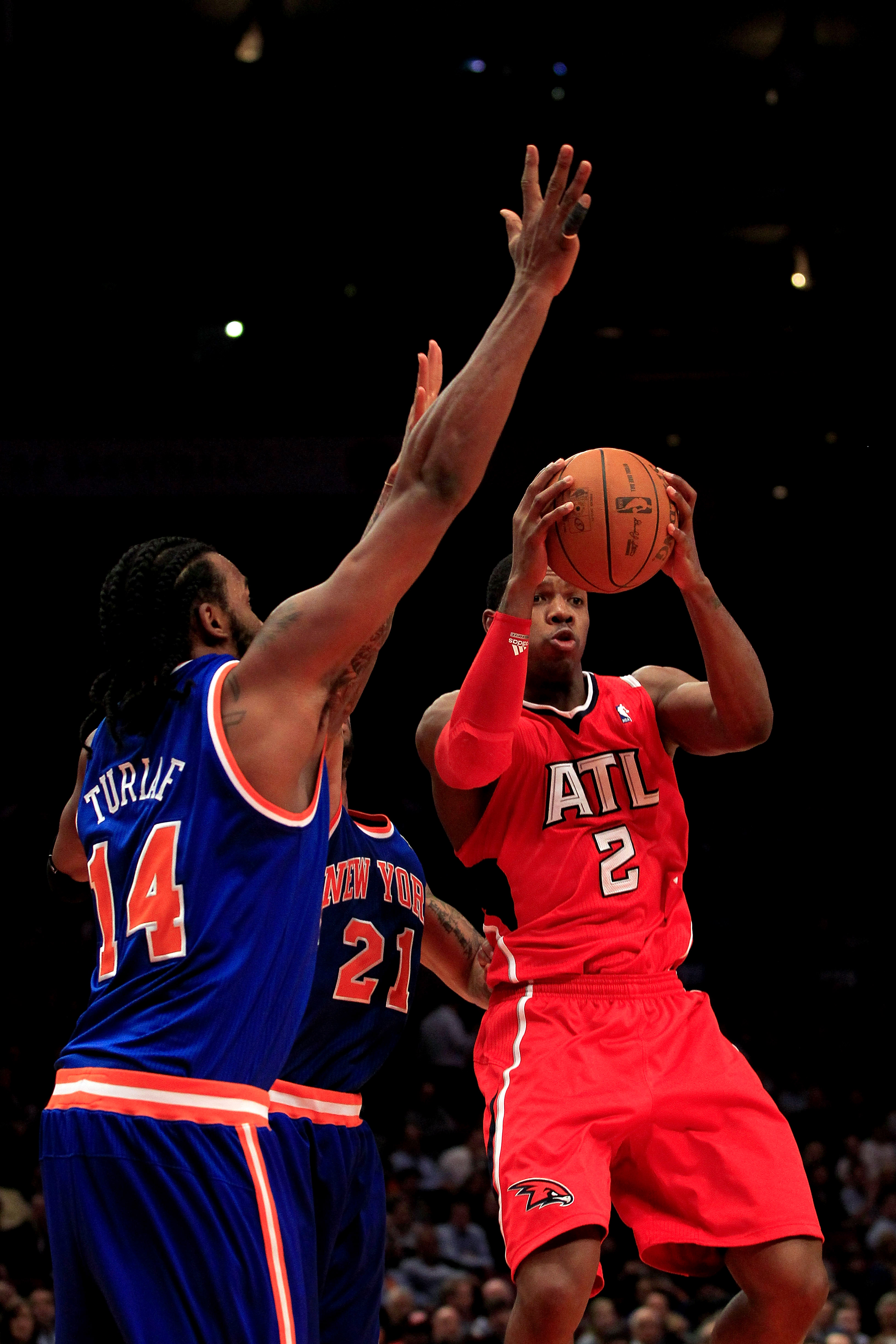NEW YORK, NY - FEBRUARY 16:  Joe Johnson #2 of the Atlanta Hawks shoots against the New York Knicks at Madison Square Garden on February 16, 2011 in New York City. NOTE TO USER: User expressly acknowledges and agrees that, by downloading and/or using this