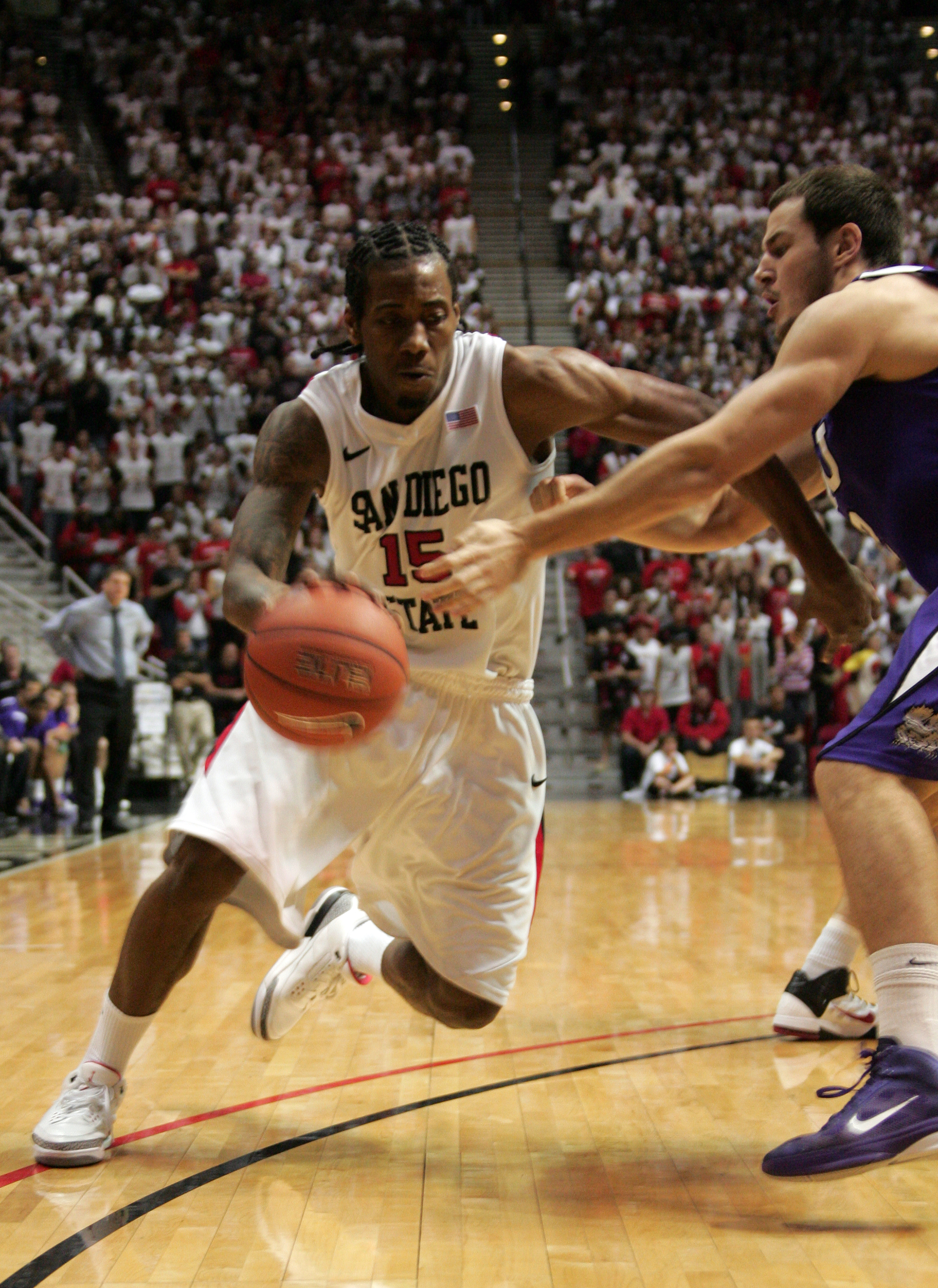 SAN DIEGO, CA - FEBRUARY 5: Kawhi Leonard #15 of San Diego State dribbles the ball in the second half against TCU at Cox Arena on February 5, 2011 in San Diego. SDSU beat TCU 60-53.  (Photo by Kent Horner/Getty Images)