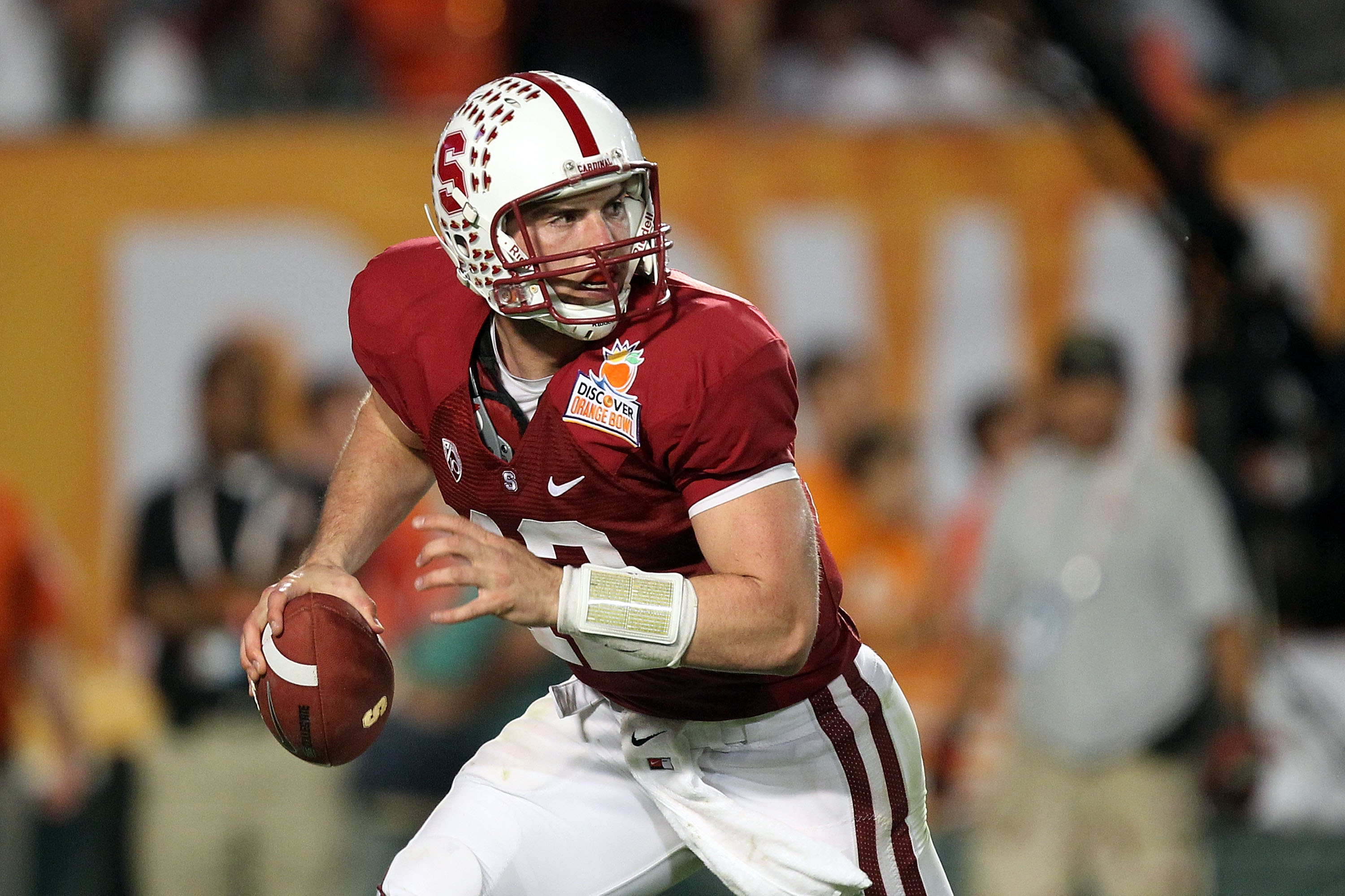 Andrew Luck came back to lead Stanford: Alone