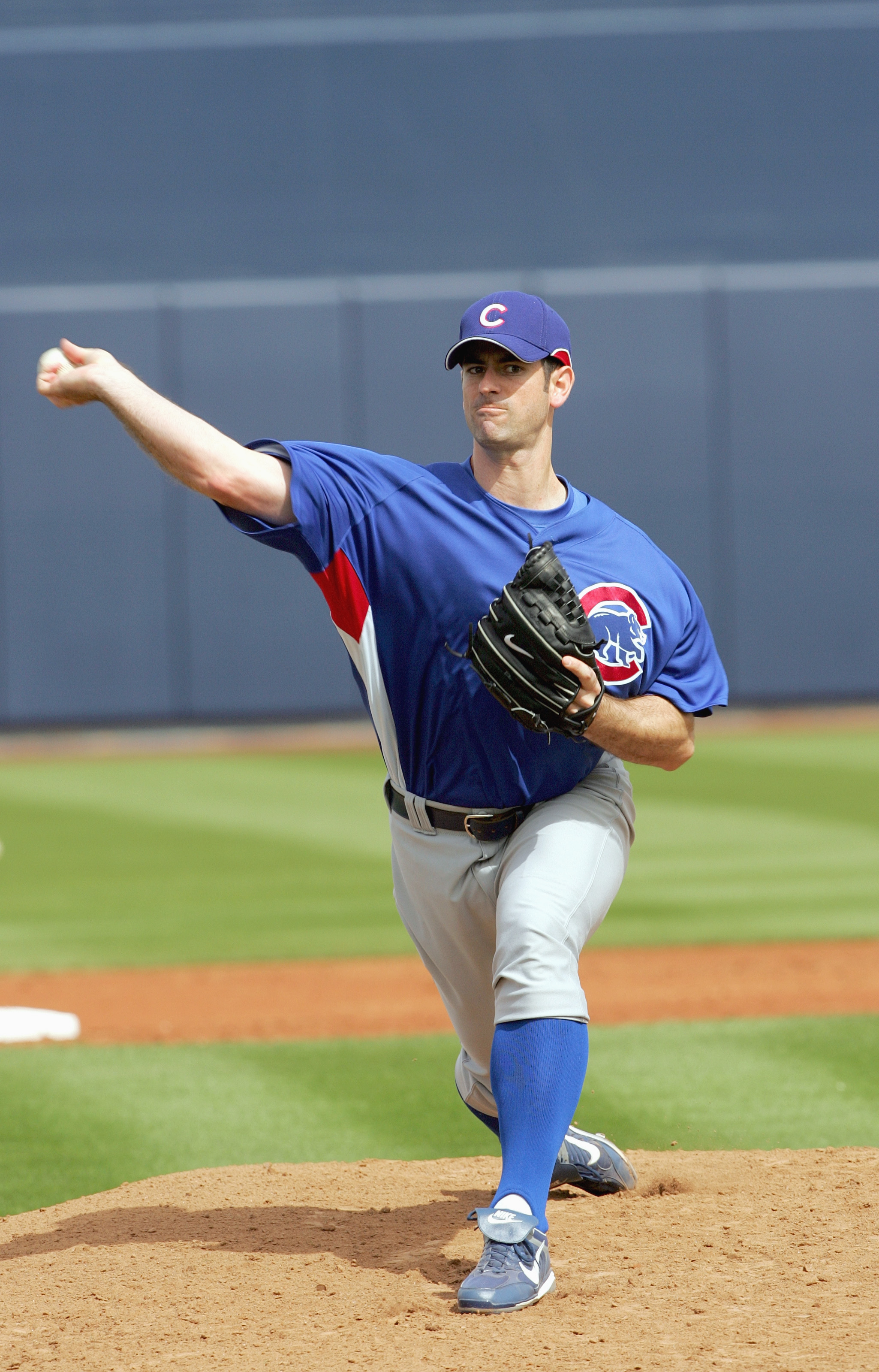 PEORIA, AZ - MARCH 5: Pitcher Mark Prior #22 of the Chicago Cubs pitches during a play against the Seattle Mariners during Spring Training at Peoria Sports Complex March 5, 2007 in Peoria, Arizona. (Photo by Stephen Dunn/Getty Images)