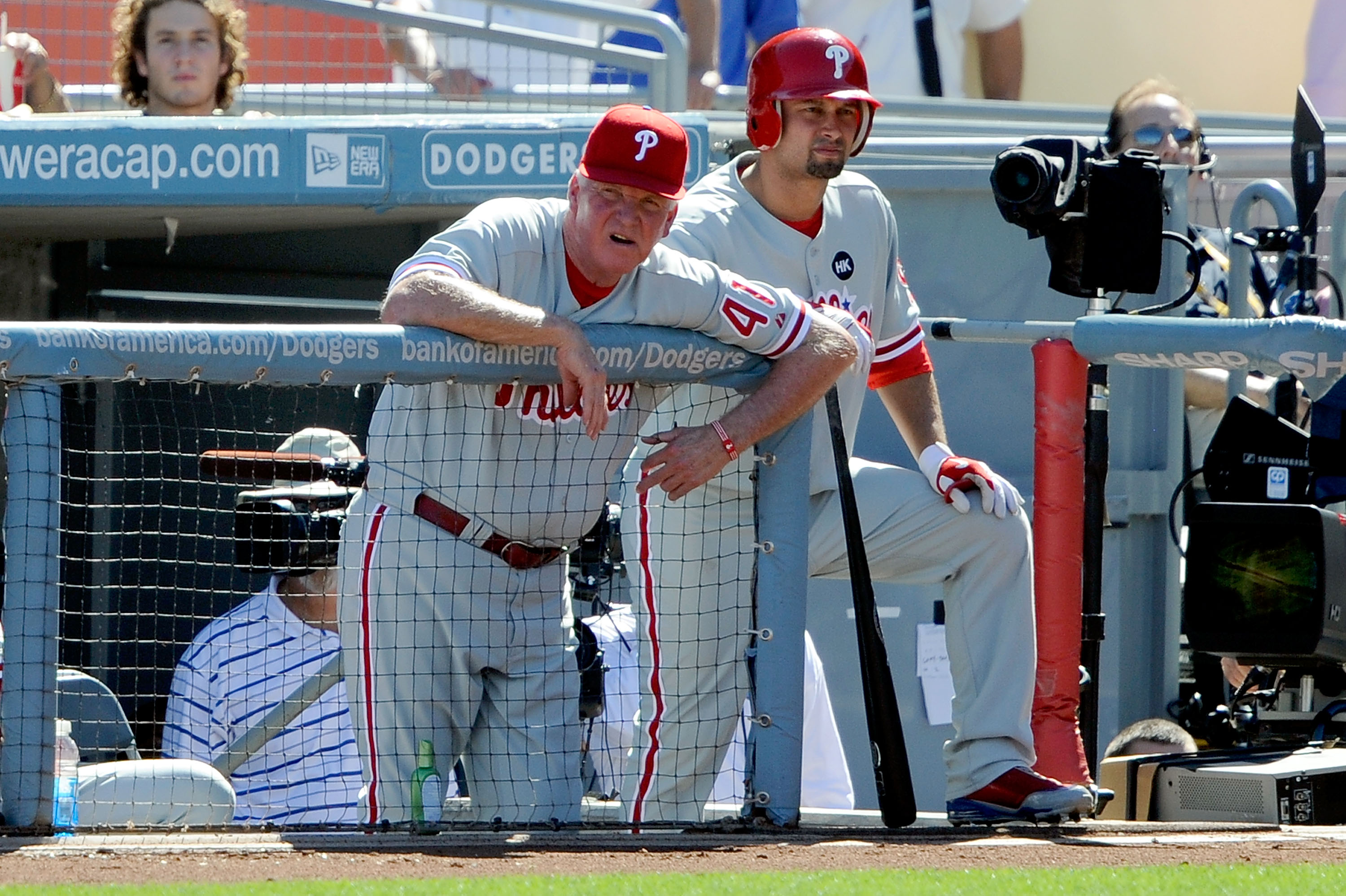 LOS ANGELES, CA - OCTOBER 16:  Manager Charlie Manuel #41 and Shane Victorino #26 of the Philadelphia Phillies watch the action from the steps of the dugout in Game Two of the NLCS during the 2009 MLB Playoffs against the Los Angeles Dodgers at Dodger Sta
