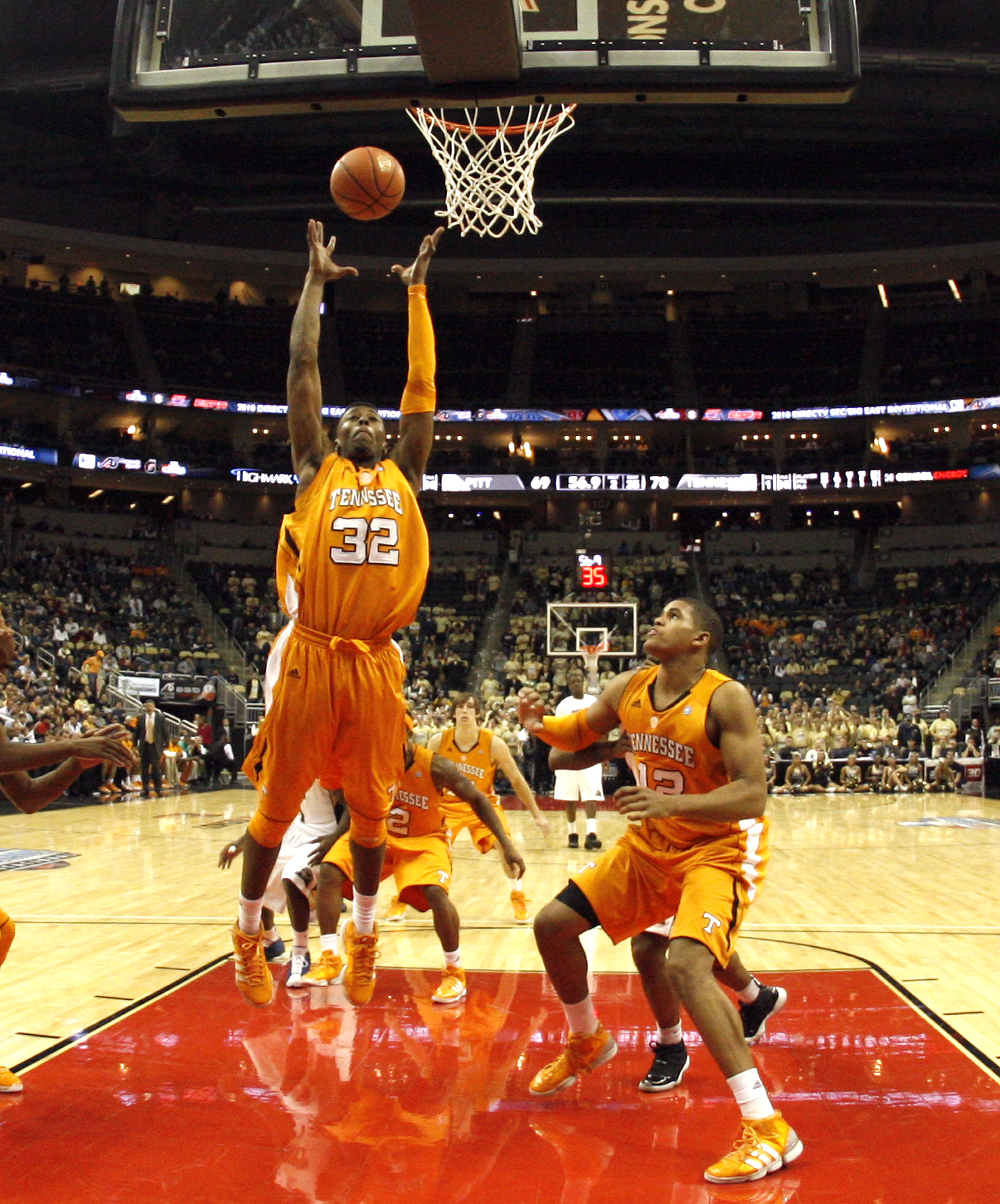 PITTSBURGH, PA - DECEMBER 11:  Scotty Hopson #32 of the Tennessee Volunteers pulls down a rebound against the Pittsburgh Panthers during the SEC/BIG EAST Invitational at Consol Energy Center on December 11, 2010 in Pittsburgh, Pennsylvania.The Volunteers
