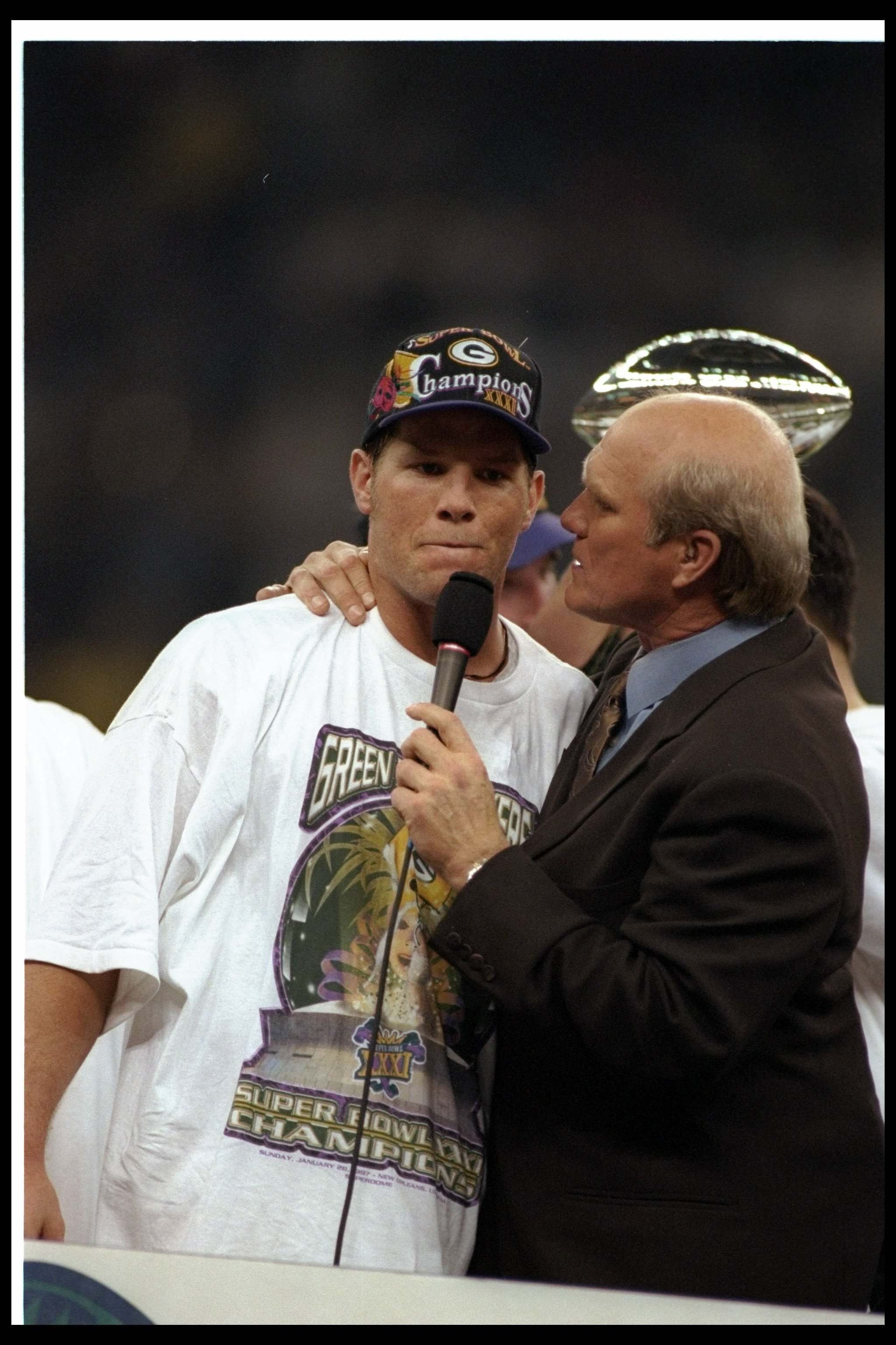 26 Jan 1997:  Quarterback Brett Favre of the Green Bay Packers gets interviewed by FOX Sports commentator and Hall of Fame quarterback Terry Bradshaw after Super Bowl XXXI against the New England Patriots at the Superdome in New Orleans, Louisiana.  The P