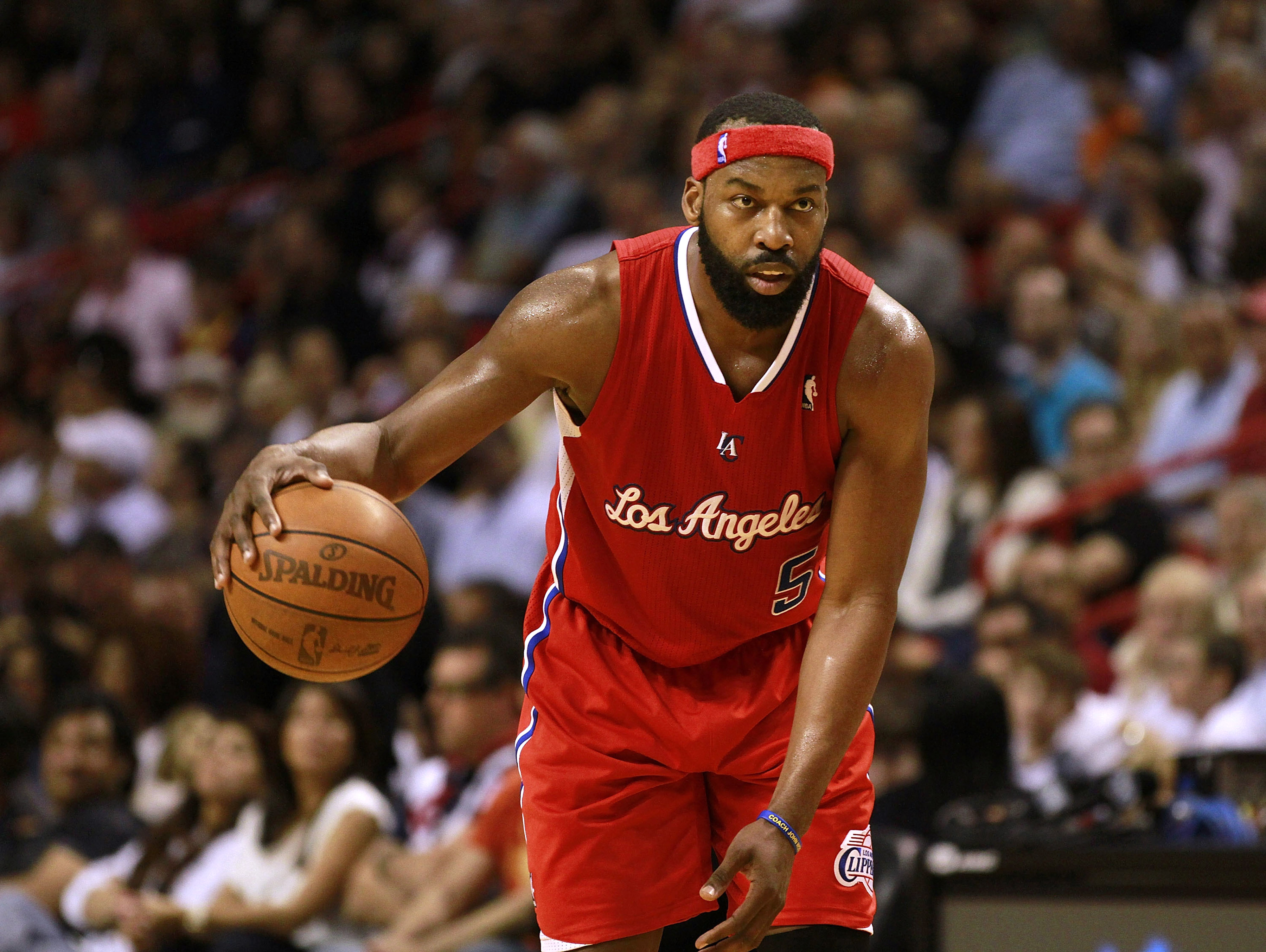 MIAMI, FL - FEBRUARY 06: Guard Baron Davis of the Los Angeles Clippers drives against the Miami Heat at American Airlines Arena on February 6, 2011 in Miami, Florida. The Heat defeated the Clippers 97-79. NOTE TO USER: User expressly acknowledges and agre