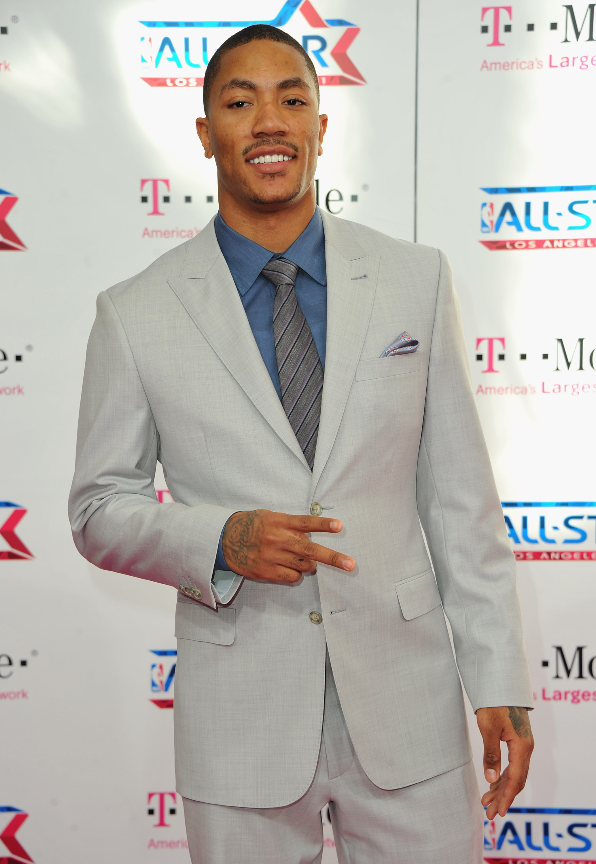 LOS ANGELES, CA - FEBRUARY 20:  NBA player Derrick Rose arrives to the T-Mobile Magenta Carpet at the 2011 NBA All-Star Game on February 20, 2011 in Los Angeles, California.  (Photo by Alberto E. Rodriguez/Getty Images)