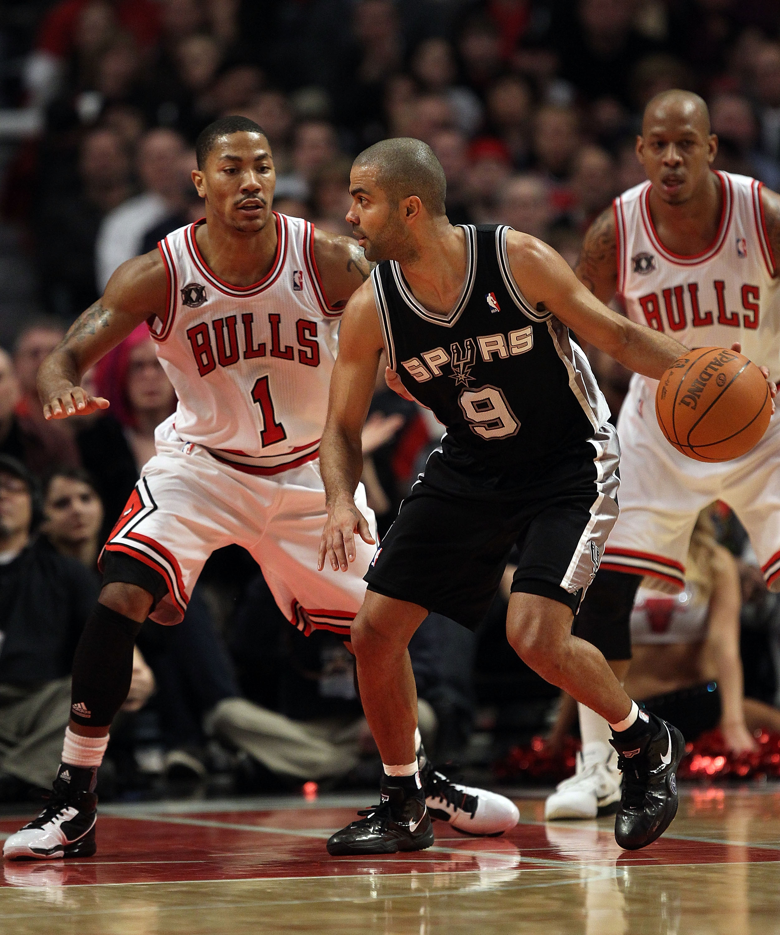 CHICAGO, IL - FEBRUARY 17: Tony Parker #9 of the San Antonio Spurs moves against Derrick Rose #1 of the Chicago Bulls at the United Center on February 17, 2011 in Chicago, Illinois. The Bulls defeated the Spurs 109-99. NOTE TO USER: User expressly acknowl