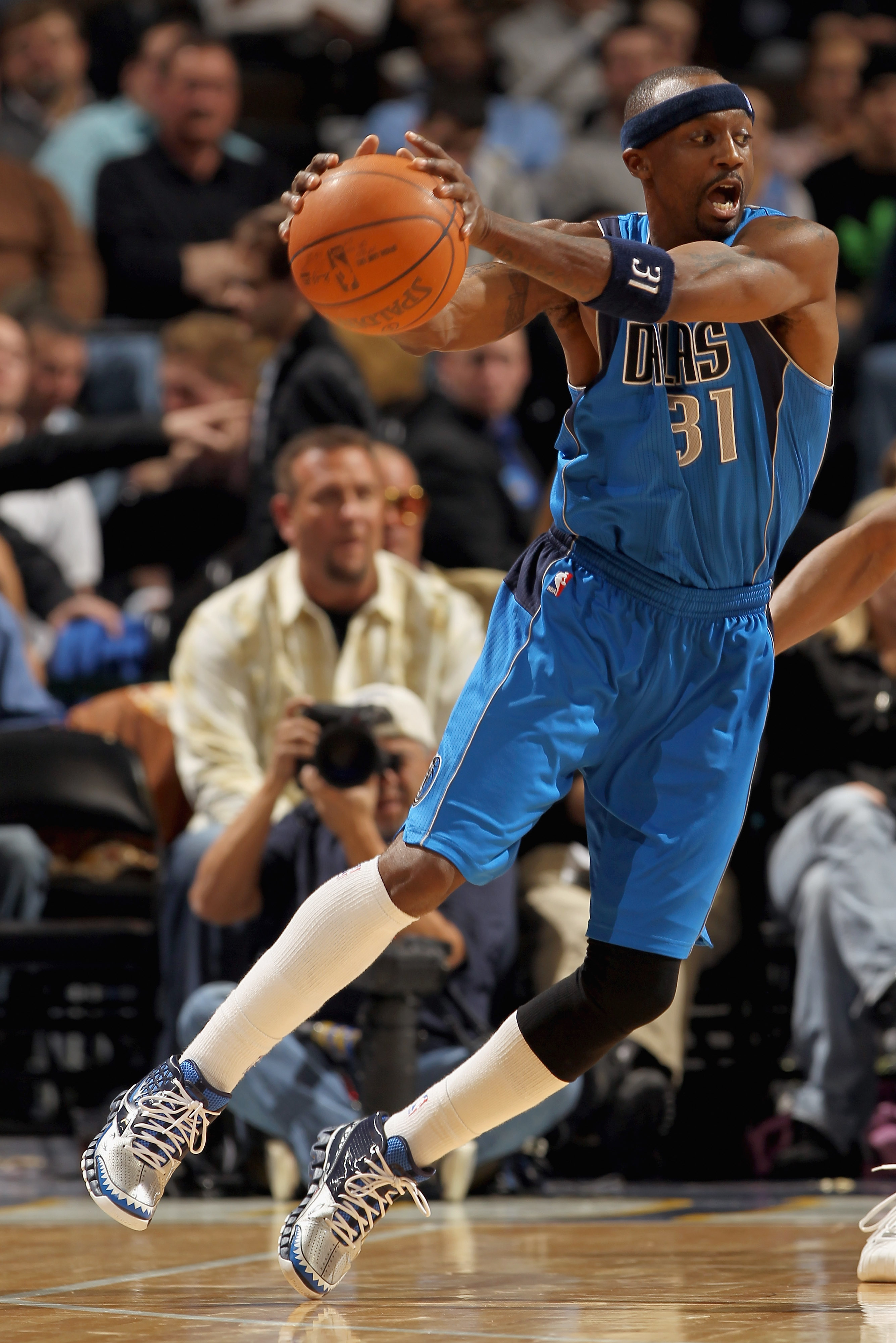 DENVER, CO - FEBRUARY 10:  Jason Terry #31 of the Dallas Mavericks receives a pass against the Denver Nuggets during NBA action at the Pepsi Center on February 10, 2011 in Denver, Colorado. The Nuggets defeated the Mavericks 121-120. NOTE TO USER: User ex