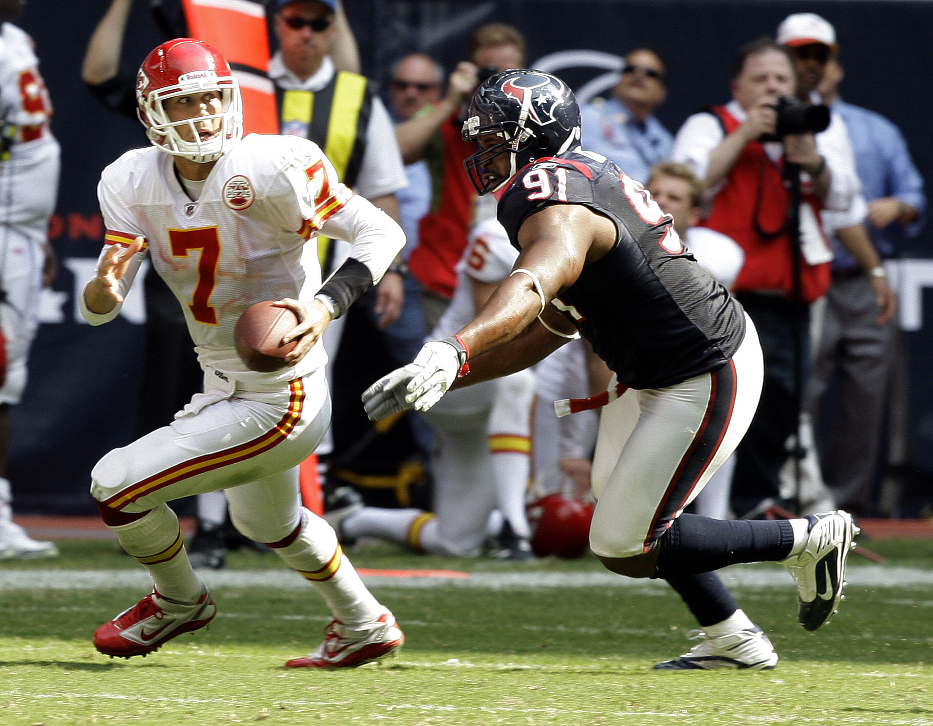 HOUSTON - OCTOBER 17:  Defensive tackle Amobi Akoye #91 of the Houston Texans sacks quarterback Matt Cassel of the Kansas City Chiefs on the final play of the game to secure a 35-31 win at Reliant Stadium on October 17, 2010 in Houston, Texas.  (Photo by