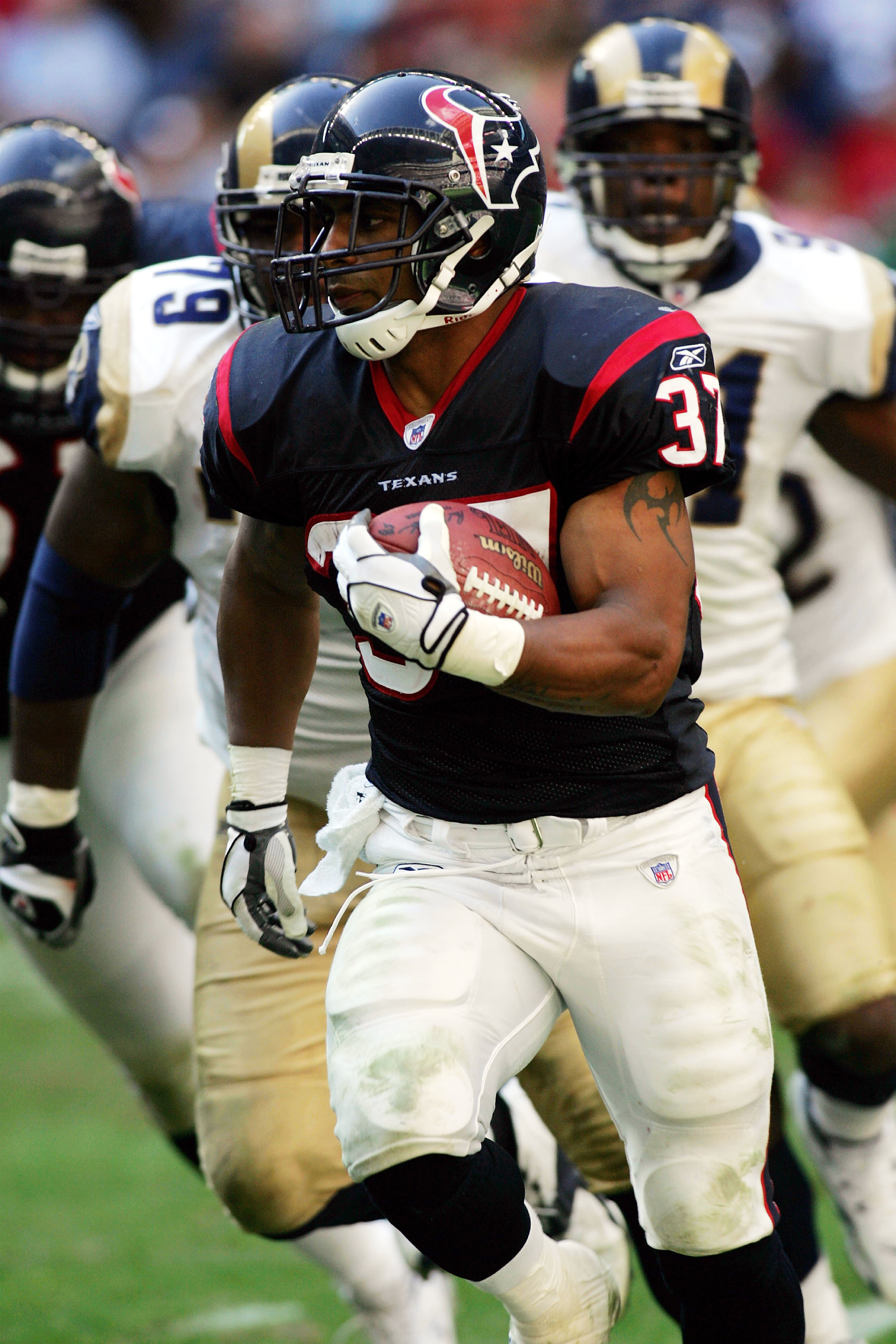 HOUSTON - NOVEMBER 27:  Running back Domanick Davis #37 of the Houston Texans runs the ball against the St. Louis Rams on November 27, 2005 at Reliant Stadium in Houston, Texas. The Rams defeated the Texans 33-27 in overtime.  (Photo by Ronald Martinez/Ge