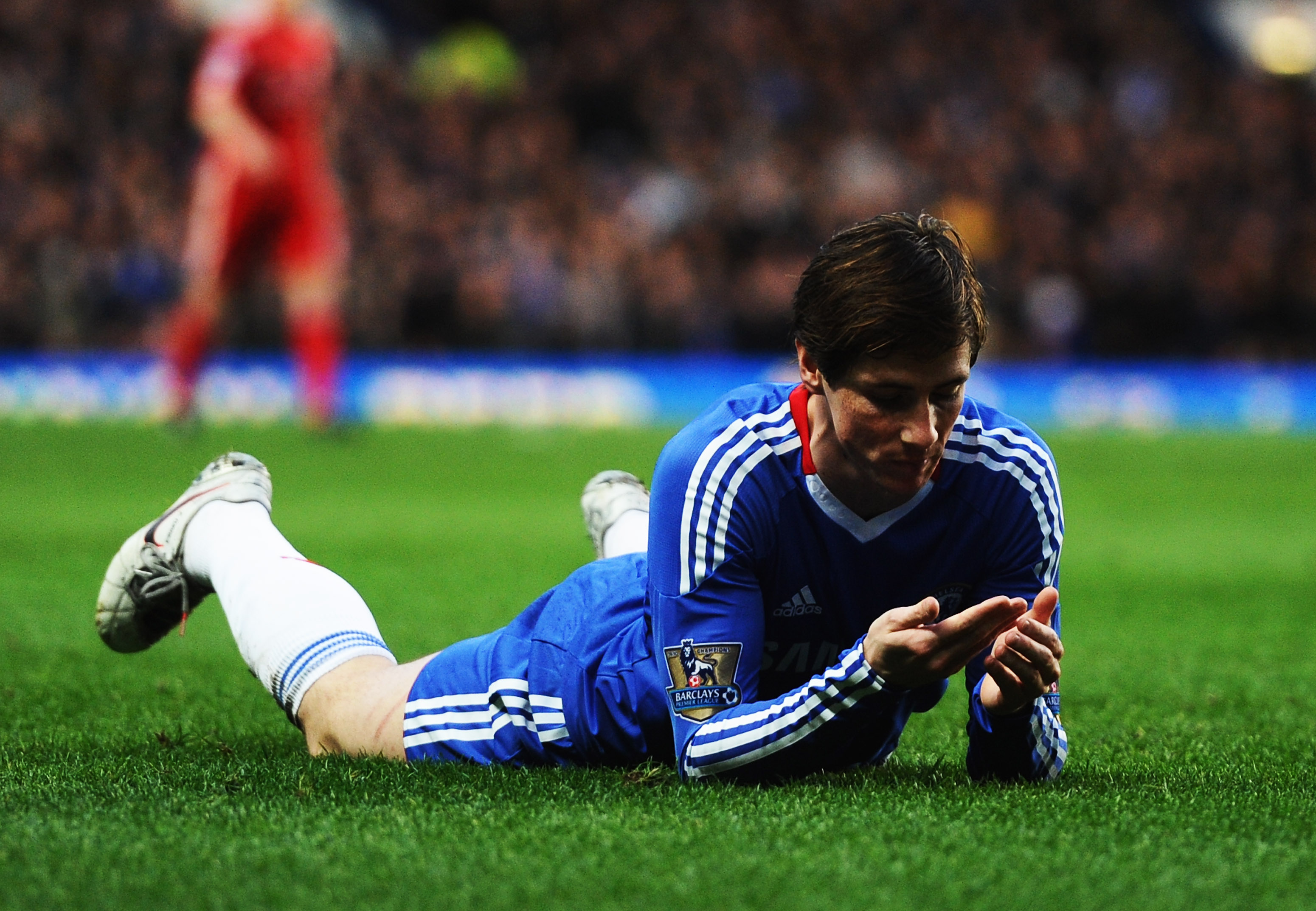 LONDON, ENGLAND - FEBRUARY 06:  Fernando Torres of Chelsea looks on after a challenge by Daniel Agger of Liverpool during the Barclays Premier League match between Chelsea and Liverpool at Stamford Bridge on February 6, 2011 in London, England.  (Photo by