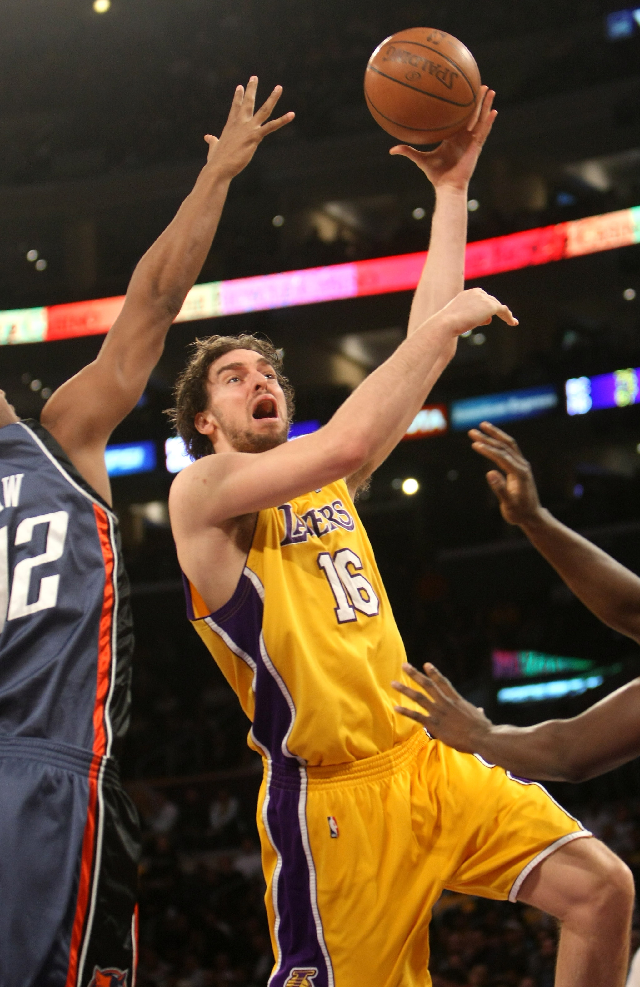 LOS ANGELES - JANUARY 27: Pau Gasol #16 of the Los Angeles Lakers shoots against the Charlotte Bobcats on January 27, 2009 at Staples Center in Los Angeles, California.   NOTE TO USER: User expressly acknowledges and agrees that, by downloading and/or usi
