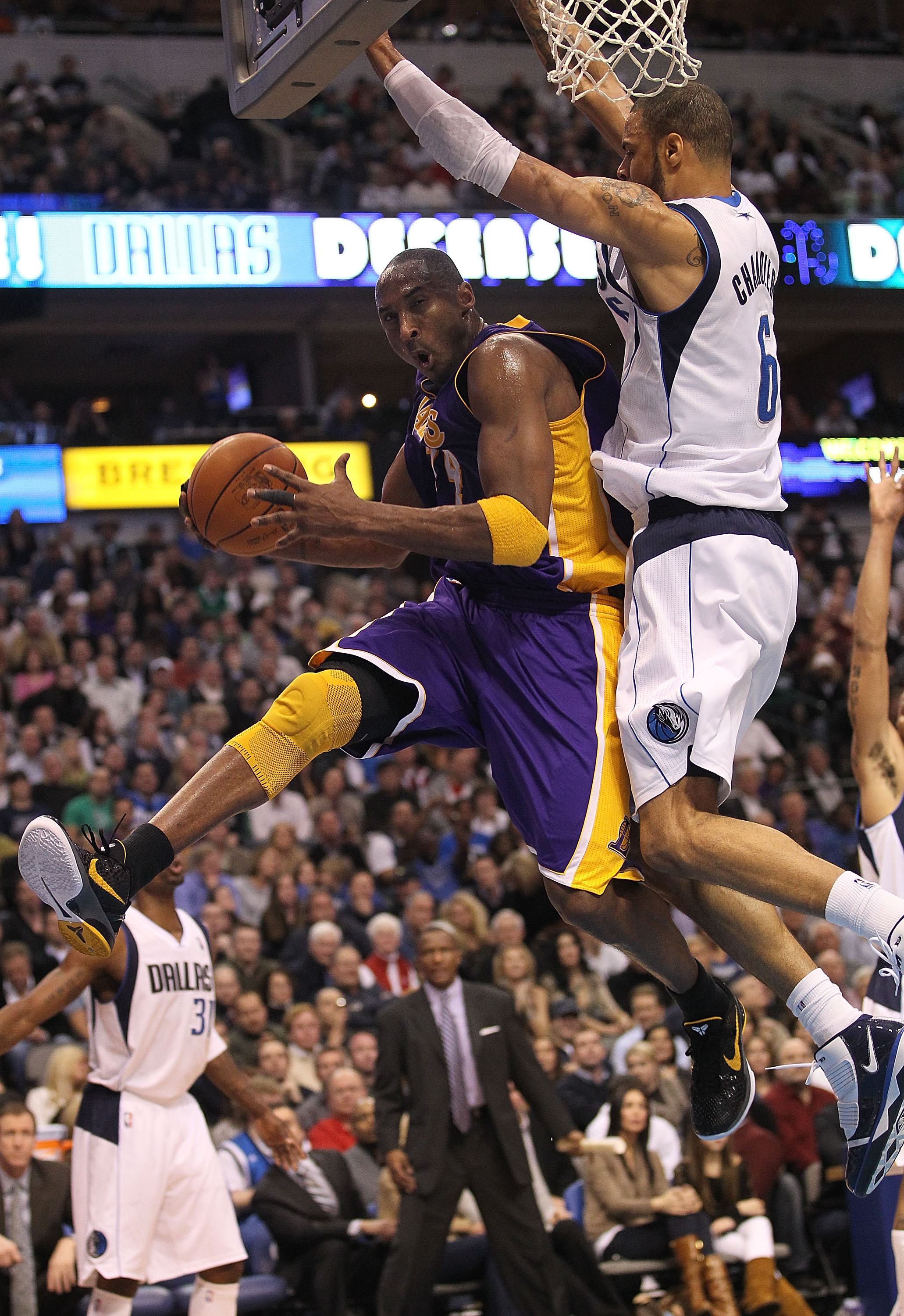 DALLAS, TX - JANUARY 19:  Guard Kobe Bryant #24 of the Los Angeles Lakers takes a shot against Tyson Chandler #6 of the Dallas Mavericks at American Airlines Center on January 19, 2011 in Dallas, Texas.  NOTE TO USER: User expressly acknowledges and agree