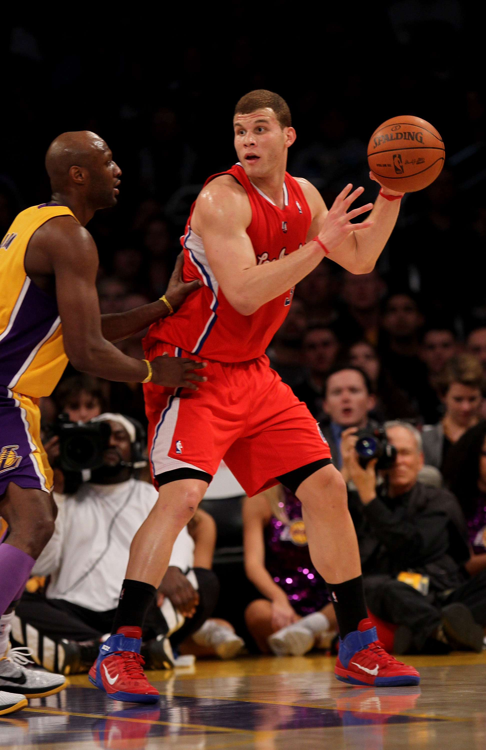 LOS ANGELES, CA - FEBRUARY 25:  Blake Griffin #32 of the Los Angeles Clippers controls the ball against Lamar Odom #7 of the Los Angeles Lakers at Staples Center on February 25, 2011 in Los Angeles, California. The Lakers won 108-95.  NOTE TO USER: User e