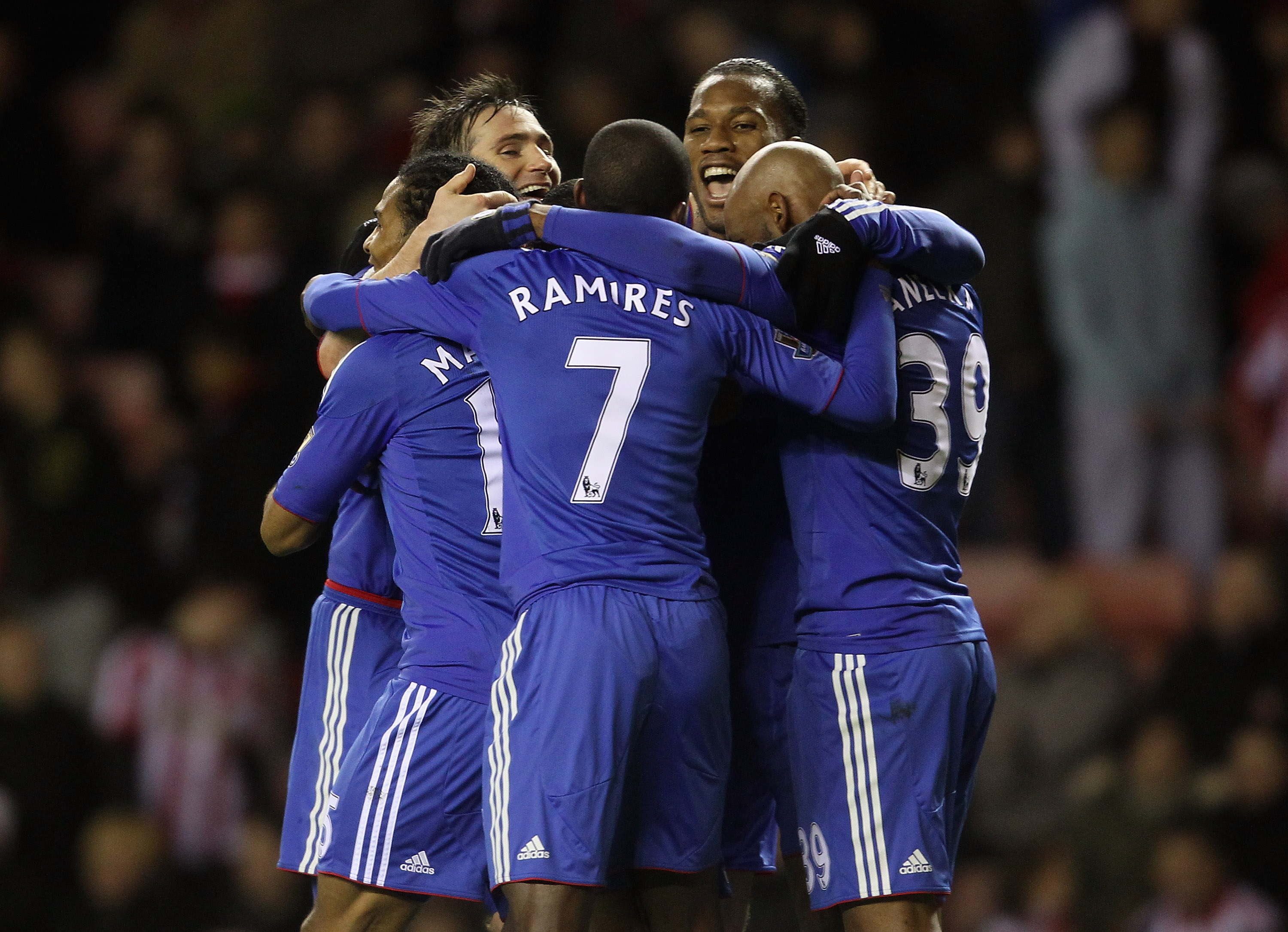 SUNDERLAND, ENGLAND - FEBRUARY 01:  Frank Lampard and Didier Drogba of Chelsea celebrate Nicolas Anelka's goal with team mates during the Barclays Premier League match between Sunderland and Chelsea at the Stadium of Light on February 1, 2011 in Sunderlan