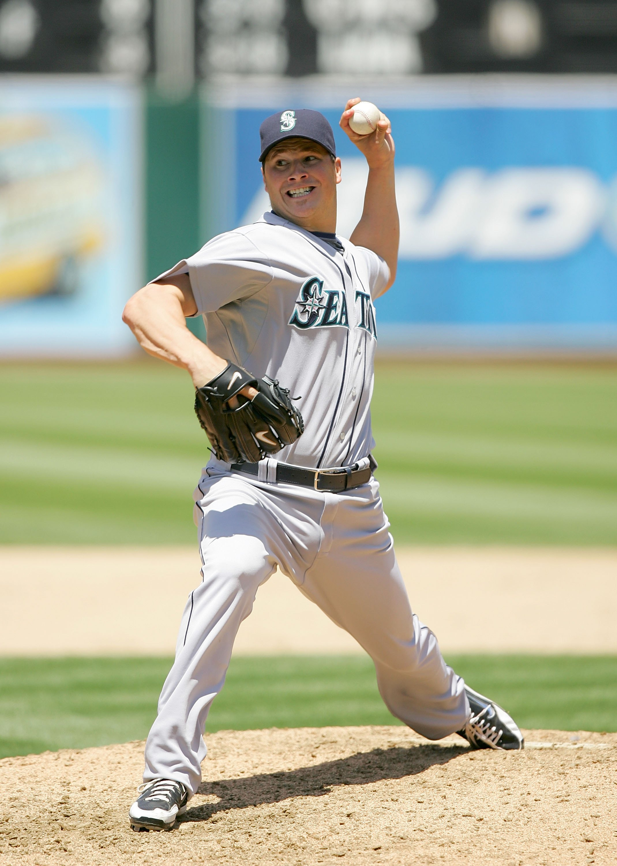 OAKLAND, CA - MAY 27:  Erik Bedard #45 of the Seattle Mariners pitches against the Oakland Athletics at the Oakland Coliseum on May 27, 2009 in Oakland, California.  (Photo by Ezra Shaw/Getty Images)