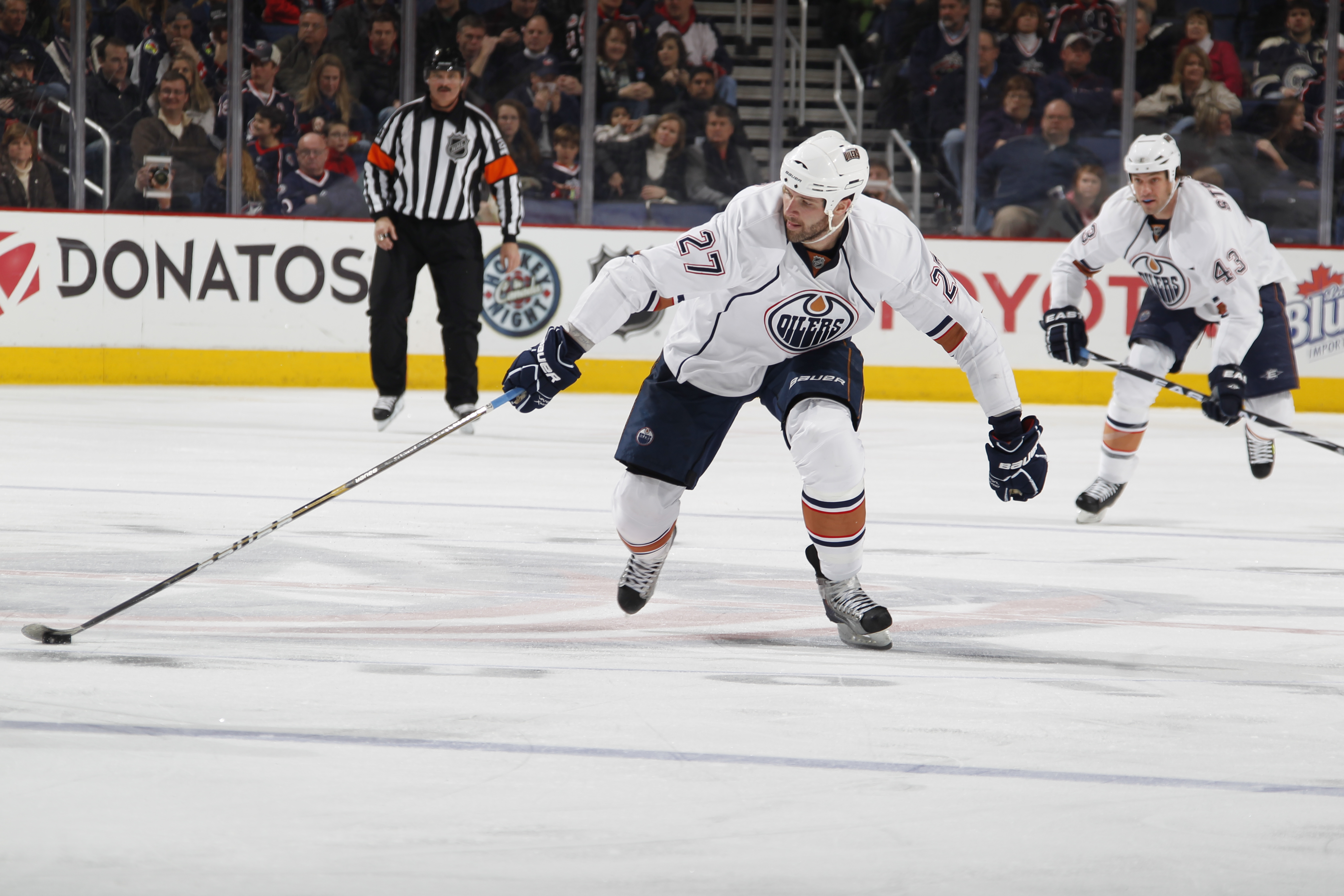 COLUMBUS, OH - FEBRUARY 05: Dustin Penner #27 of the Edmonton Oilers skates with the puck against the Columbus Blue Jackets at Nationwide Arena on February 5, 2011 in Columbus, Ohio.  (Photo by Gregory Shamus/Getty Images)
