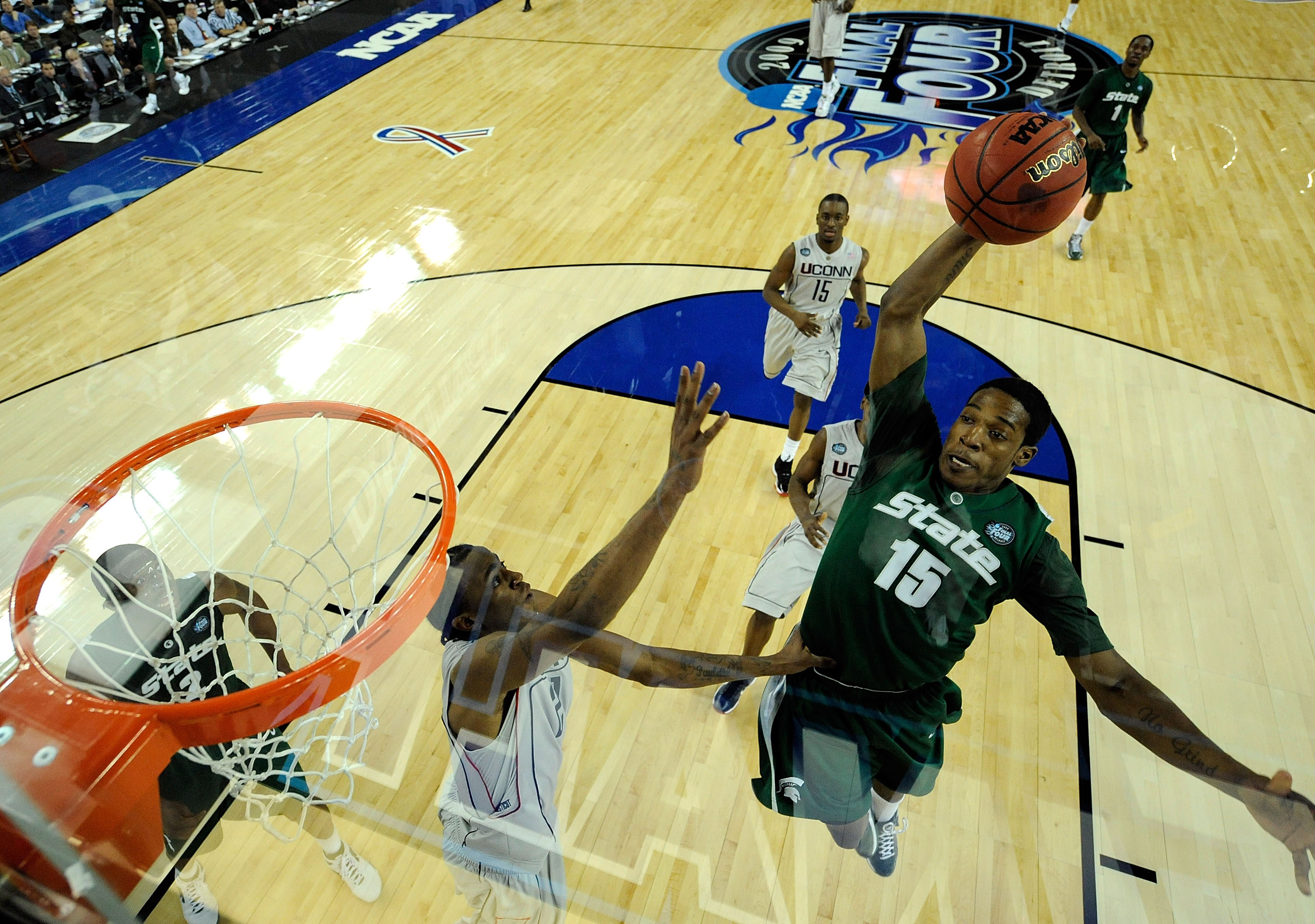 DETROIT - APRIL 04:  Durrell Summers #15 of the Michigan State Spartans dunks in the second half over Stanley Robinson #21 of the Connecticut Huskies during the National Semifinal game of the NCAA Division I Men's Basketball Championship at Ford Field on