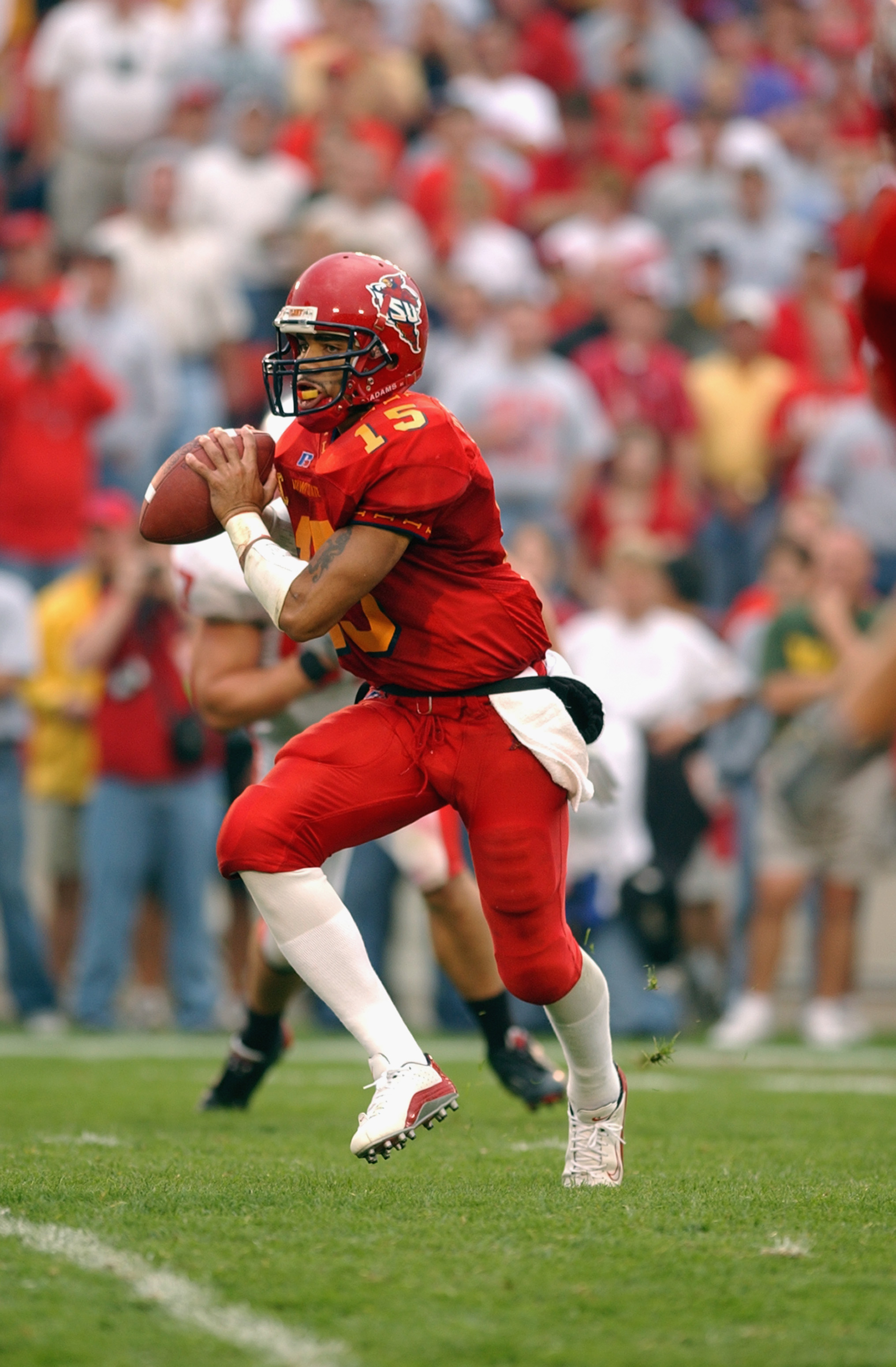 0dcd6837491 AMES, IA - SEPTEMBER 28: Quarterback Seneca Wallace #15 of the Iowa State
