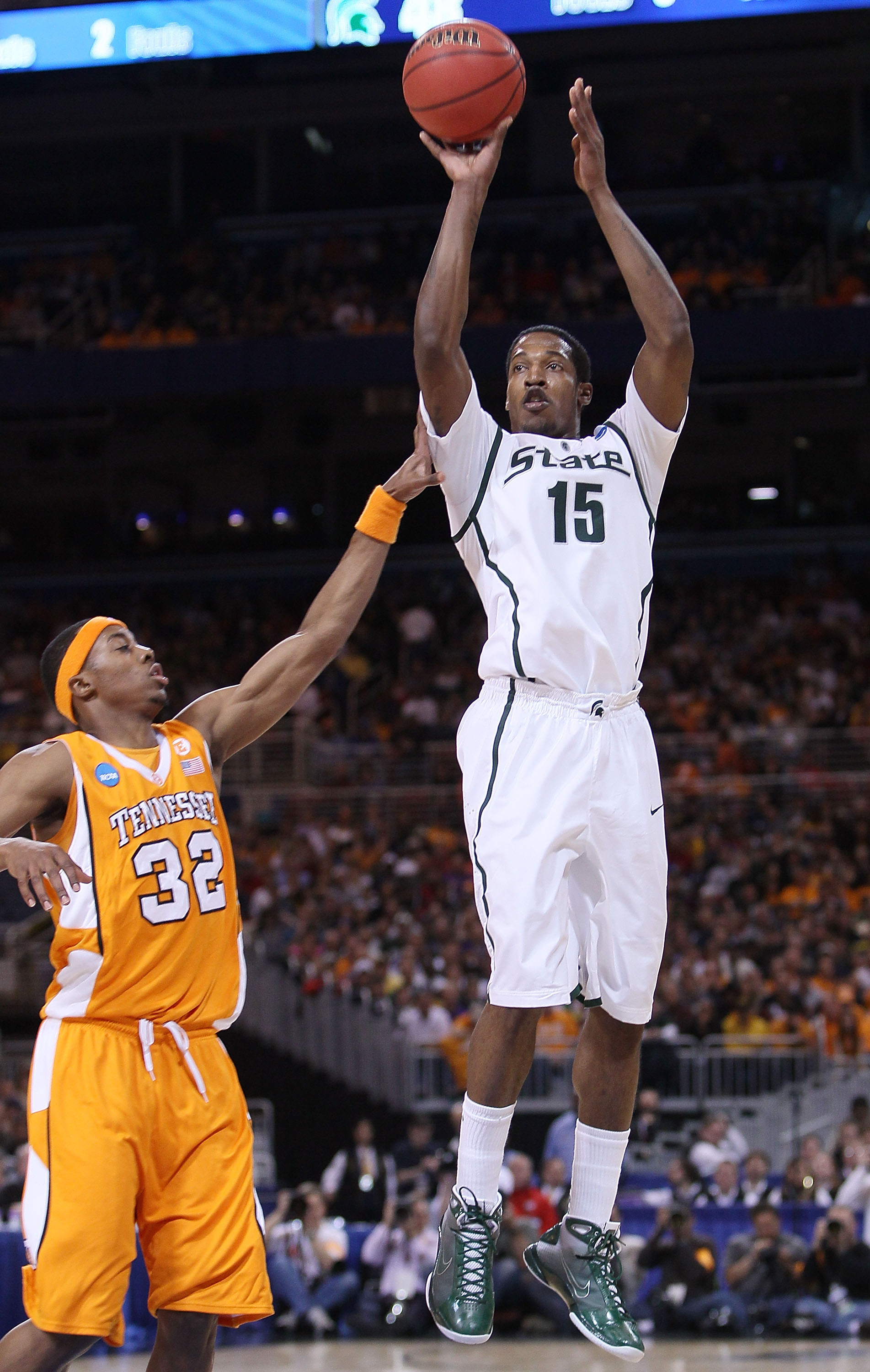 ST. LOUIS - MARCH 28:  Durrell Summers #15 of the Michigan State Spartans takes a shot as Scotty Hopson #32 of the Tennessee Volunteers defends during the midwest regional final of the 2010 NCAA men's basketball tournament at the Edward Jones Dome on Marc