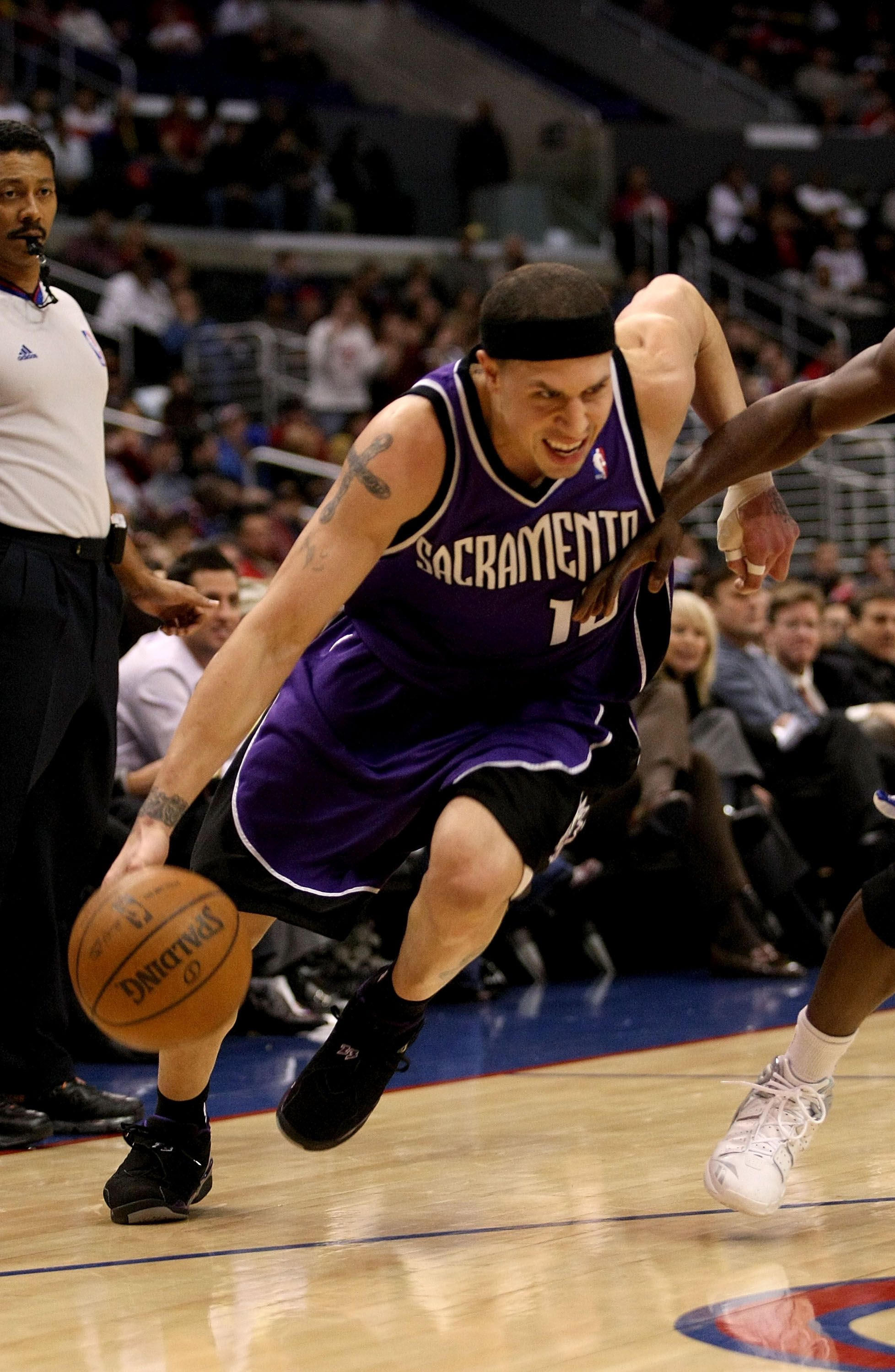 LOS ANGELES - JANUARY 23:    Mike Bibby #10 of the Sacramento Kings drives against the Los Angeles Clippers on January 23, 2008 at Staples Center in Los Angeles, California. NOTE TO USER: User expressly acknowledges and agrees that, by downloading and/or