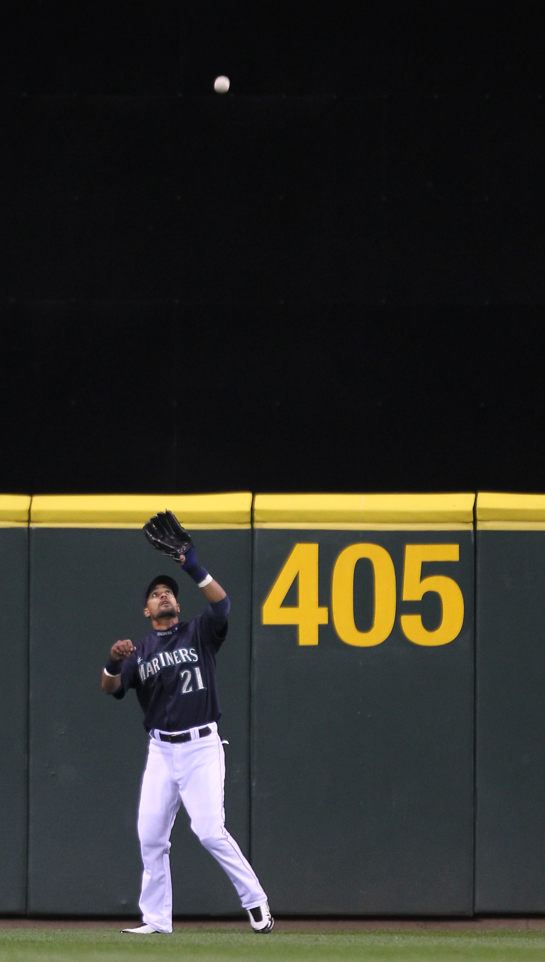 SEATTLE - SEPTEMBER 13:  Center fielder Franklin Gutierrez #21 of the Seattle Mariners catches a fly ball by Adrian Beltre #29 of the Boston Red Sox at Safeco Field on September 13, 2010 in Seattle, Washington. (Photo by Otto Greule Jr/Getty Images)