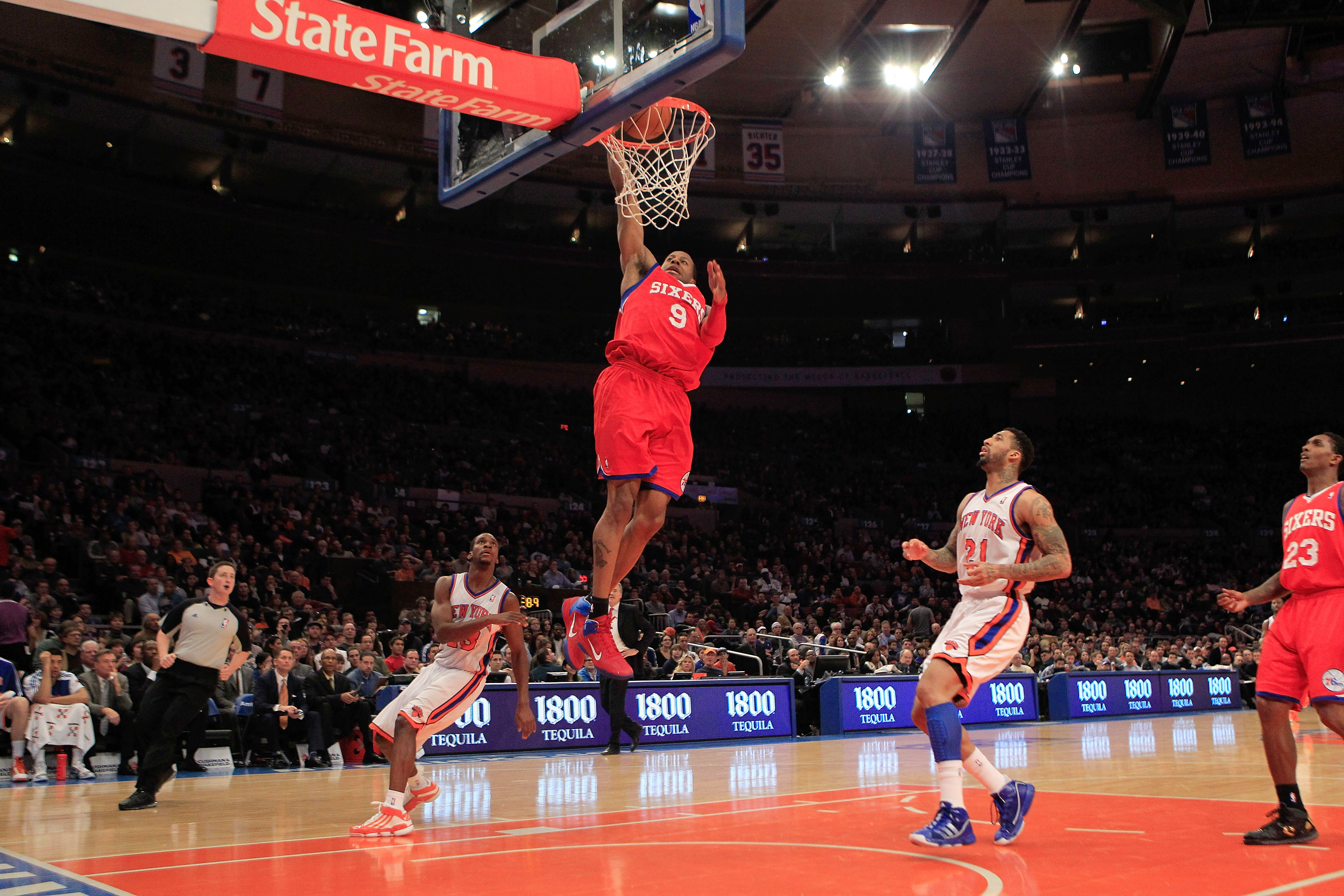NEW YORK, NY - FEBRUARY 06:  Andre Iguodala #9 of the Philadelphia 76ers dunks the ball against the New York Knicks at Madison Square Garden on February 6, 2011 in New York City. NOTE TO USER: User expressly acknowledges and agrees that, by downloading an