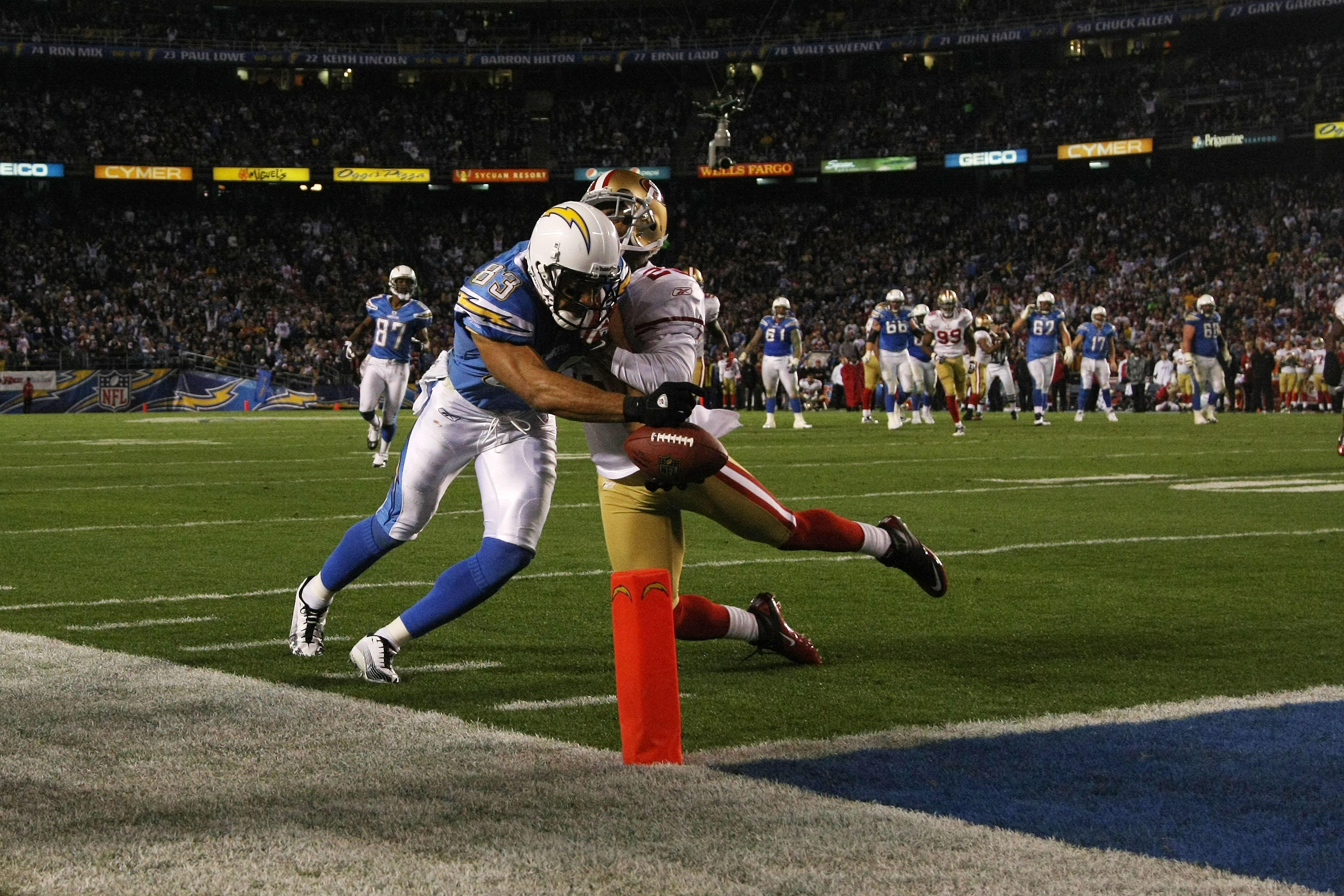 SAN DIEGO, CA - DECEMBER 16:  Wide receiver Vincent Jackson #83 of the San Diego Chargers dives into the endzone for a touchdown in the fourth quarter against the San Francisco 49ers at Qualcomm Stadium on December 16, 2010 in San Diego, California.  (Pho