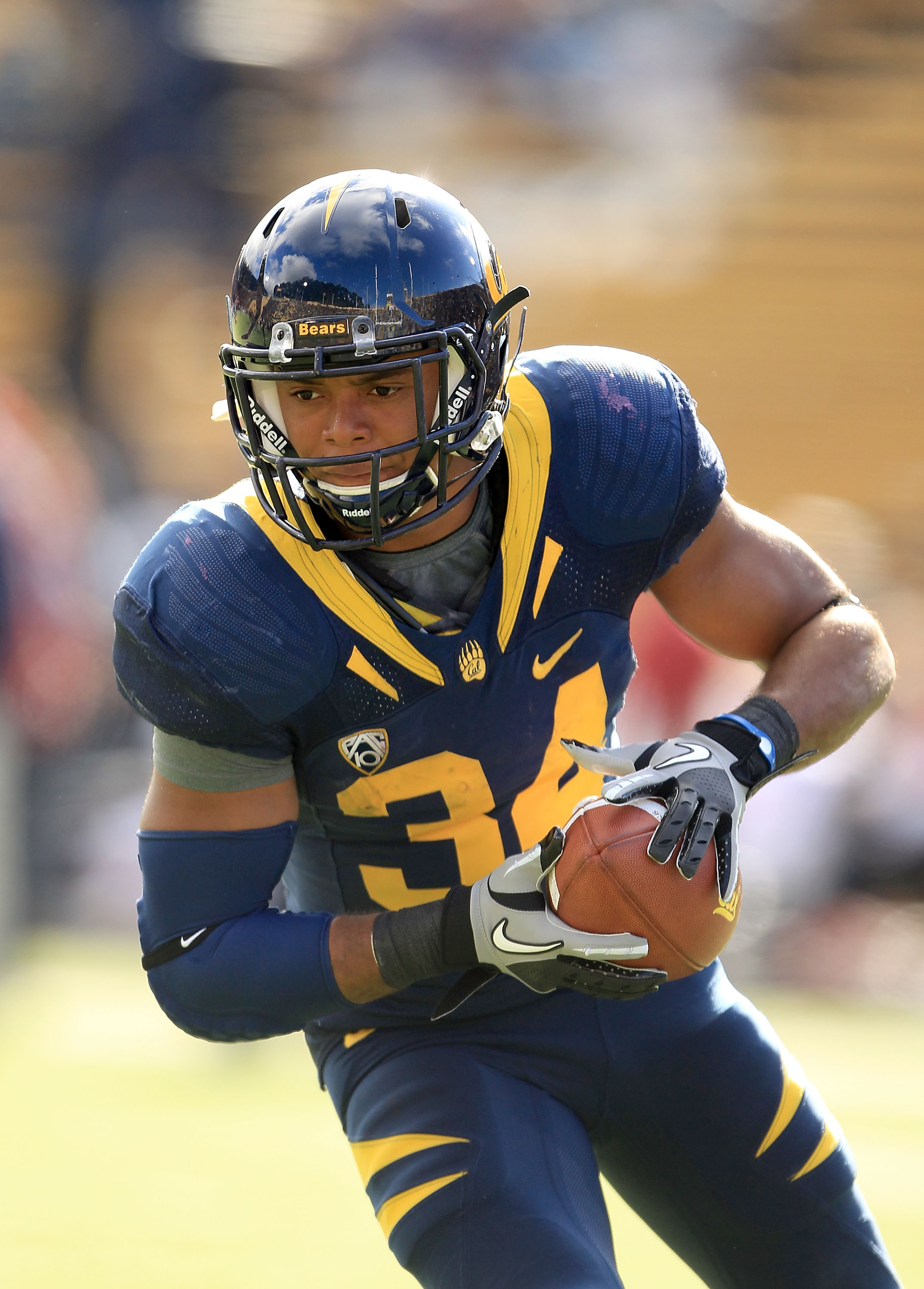 BERKELEY, CA - NOVEMBER 20:  Shane Vereen #34 of the California Golden Bears warms up for their game against the Stanford Cardinal at California Memorial Stadium on November 20, 2010 in Berkeley, California.  (Photo by Ezra Shaw/Getty Images)