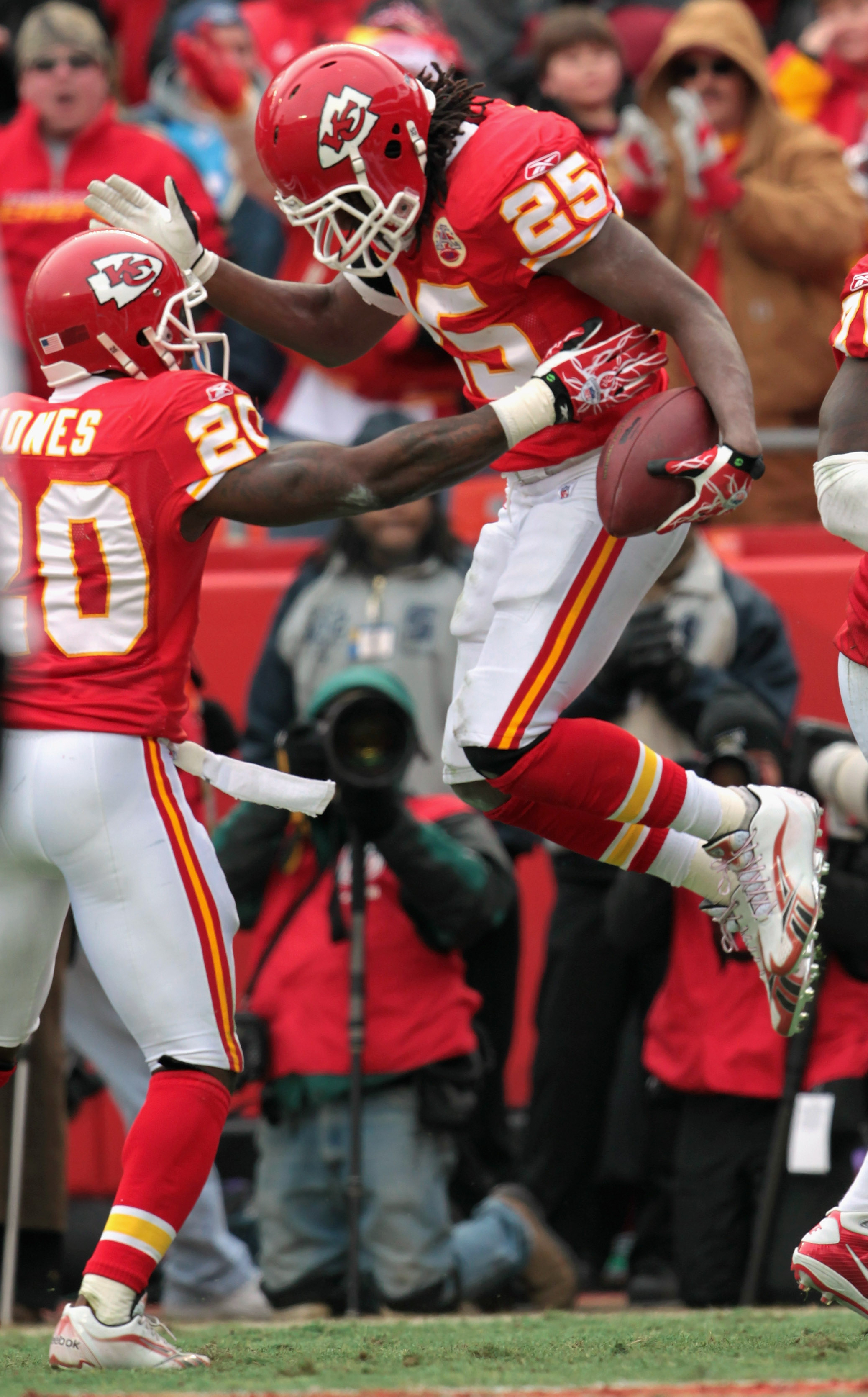 KANSAS CITY, MO - DECEMBER 26:  Jamaal Charles #25 of the Kansas City Chiefs celebrates with Thomas Jones #20 after scoring a touchdown during the game against the Tennessee Titans on December 26, 2010 at Arrowhead Stadium in Kansas City, Missouri.  (Phot
