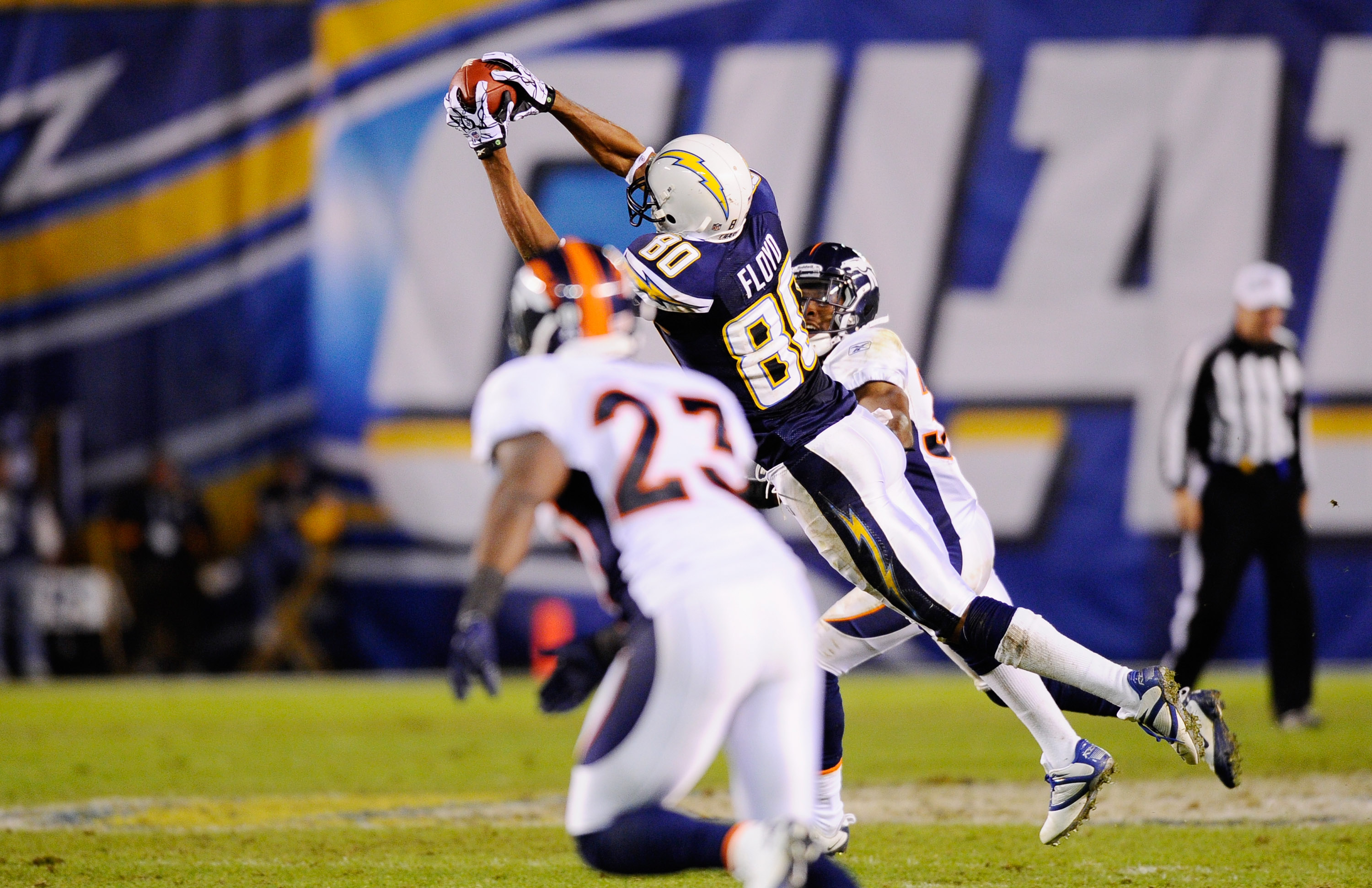 SAN DIEGO - NOVEMBER 22:  Malcolm Floyd #80 of the San Diego Chargers catches an 18-yard pass against the Denver Broncos at Qualcomm Stadium on November 22, 2010 in San Diego, California.  Chargers defeated the Broncos, 35-14. (Photo by Kevork Djansezian/
