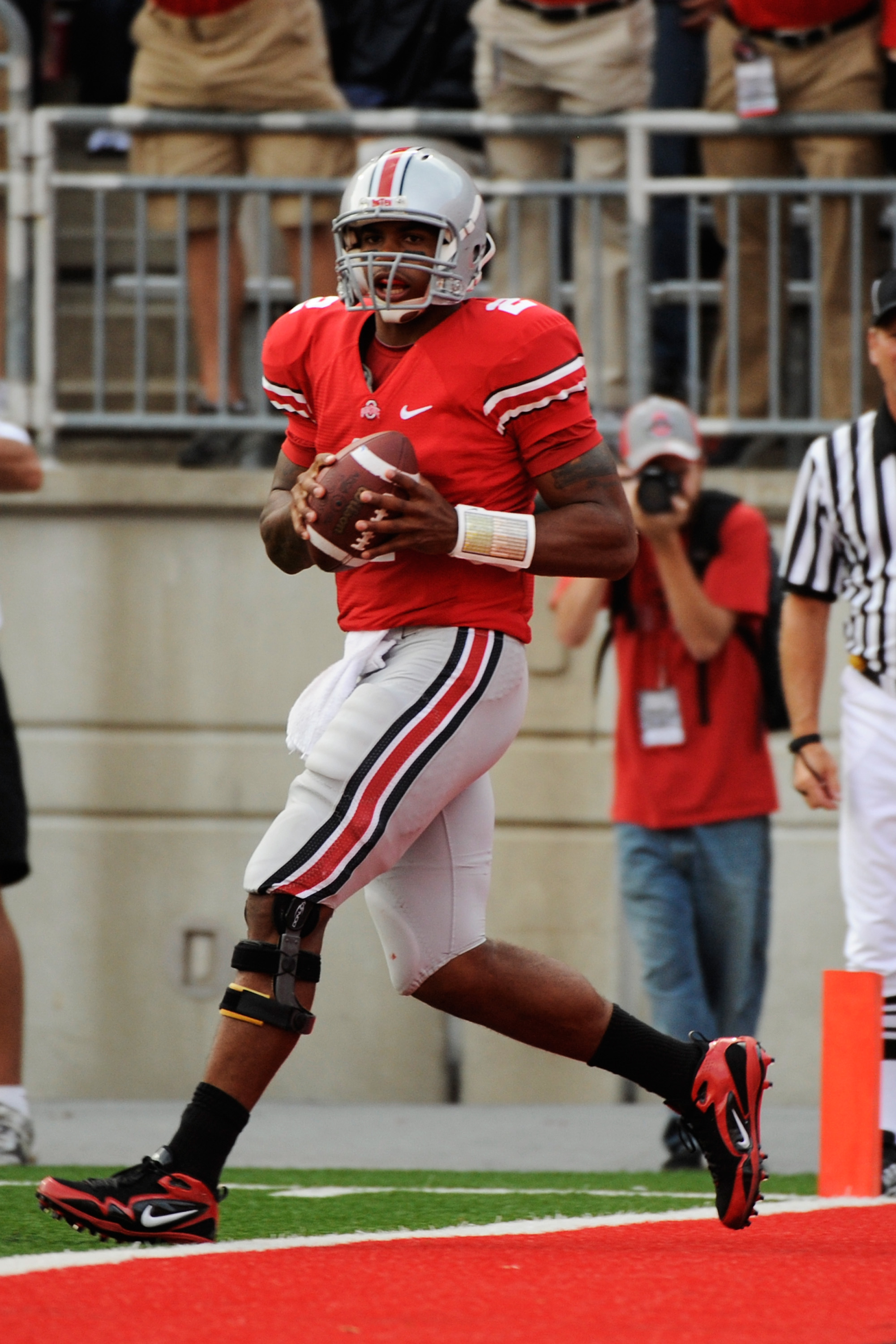 COLUMBUS, OH - SEPTEMBER 25:  Terrelle Pryor #2 of the Ohio State Buckeyes backs into the endzone for a touchdown after catching a pass against the Eastern Michigan Eagles at Ohio Stadium on September 25, 2010 in Columbus, Ohio. Pryor threw four touchdown