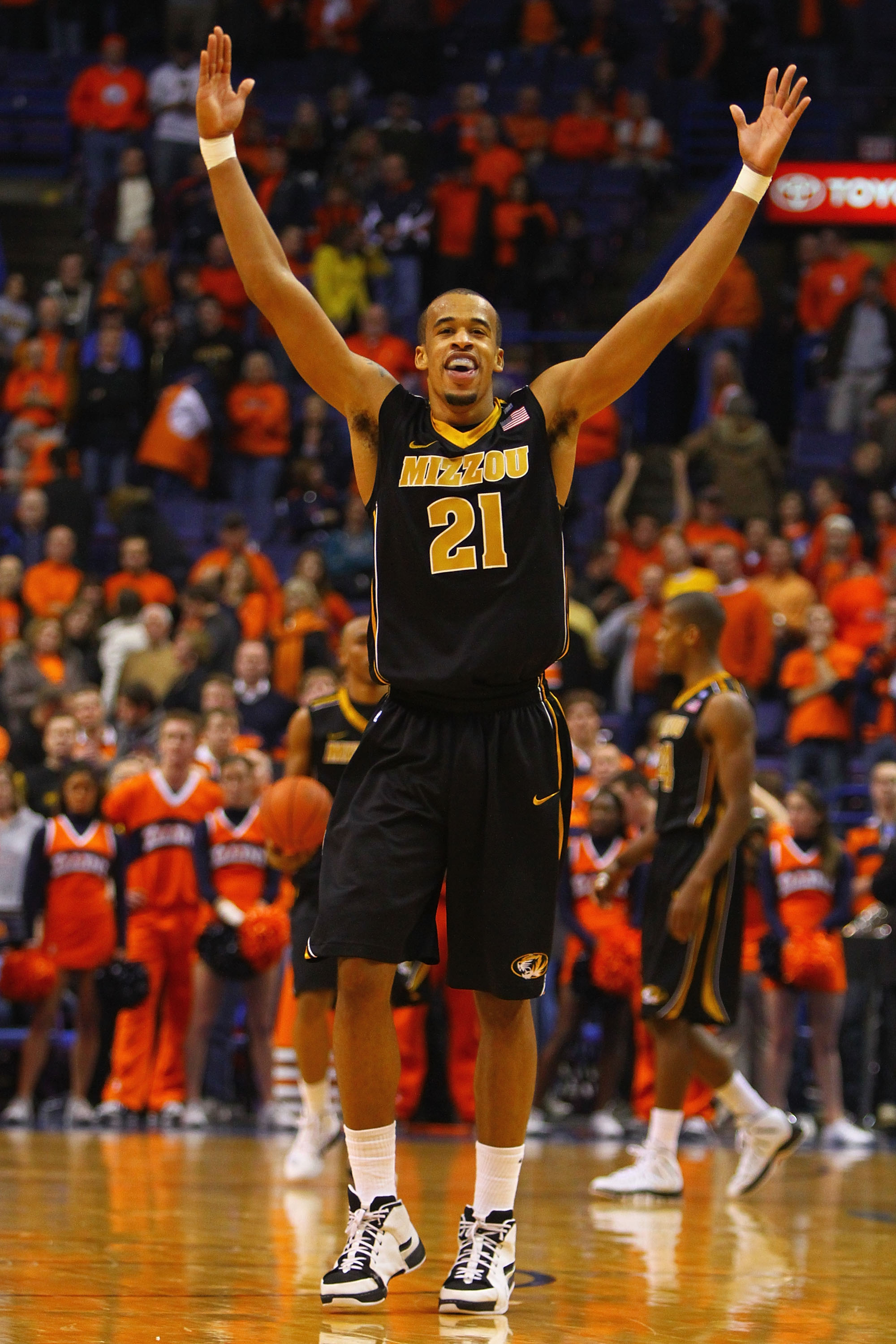 ST. LOUIS, MO - DECEMBER 22: Laurence Bowers #21 of the Missouri Tigers celebrates the Tigers victory over Illinois Fighting Illini during the Busch Braggin' Rights game at the Scottrade Center on December 22, 2010 in St. Louis, Missouri.  The Tigers beat