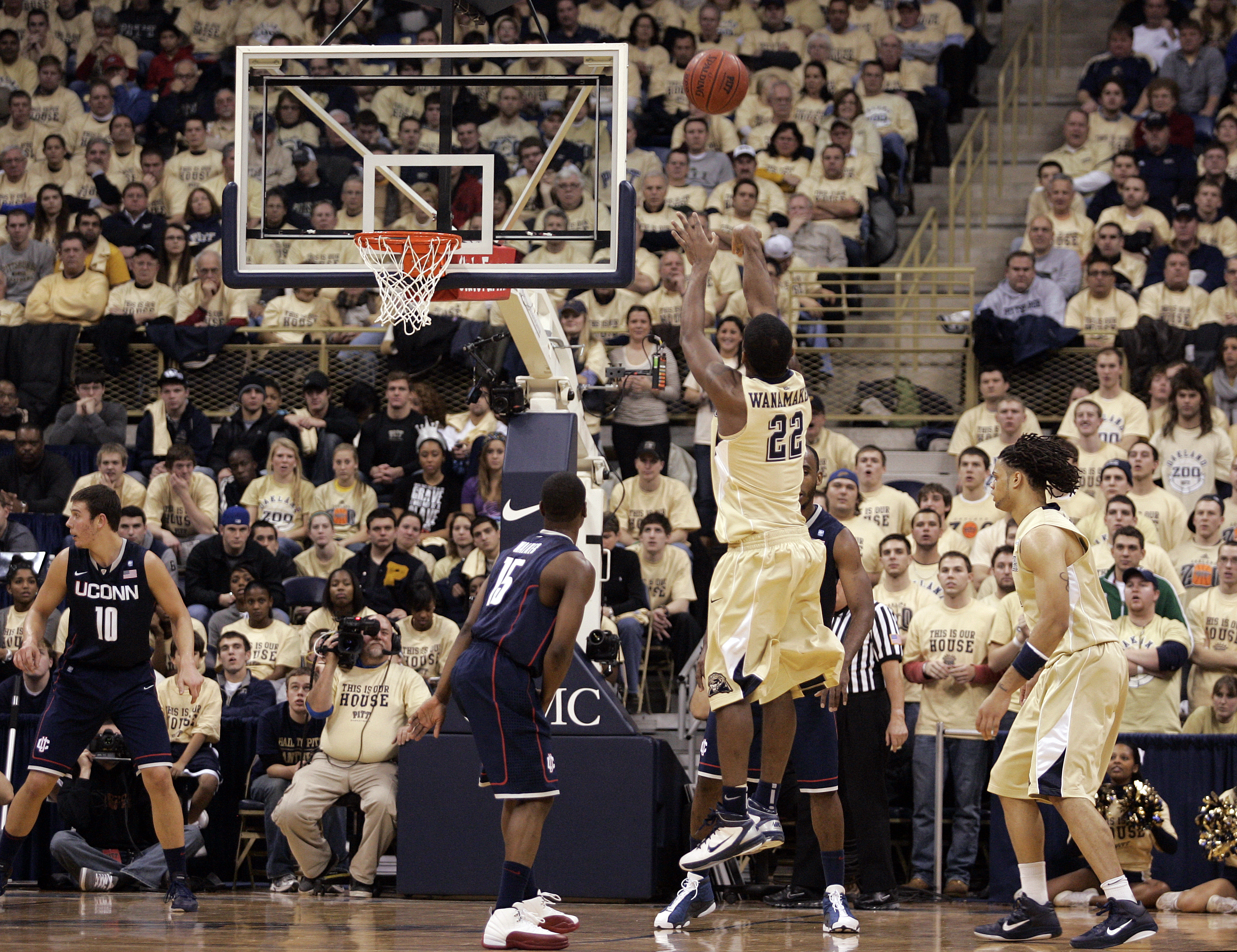 PITTSBURGH, PA - DECEMBER 27:  Brad Wanamaker #22 of the Pittsburgh Panthers pulls up for a three against the Connecticut Huskies at Petersen Events Center on December 27, 2010 in Pittsburgh, Pennsylvania.  (Photo by Justin K. Aller/Getty Images)