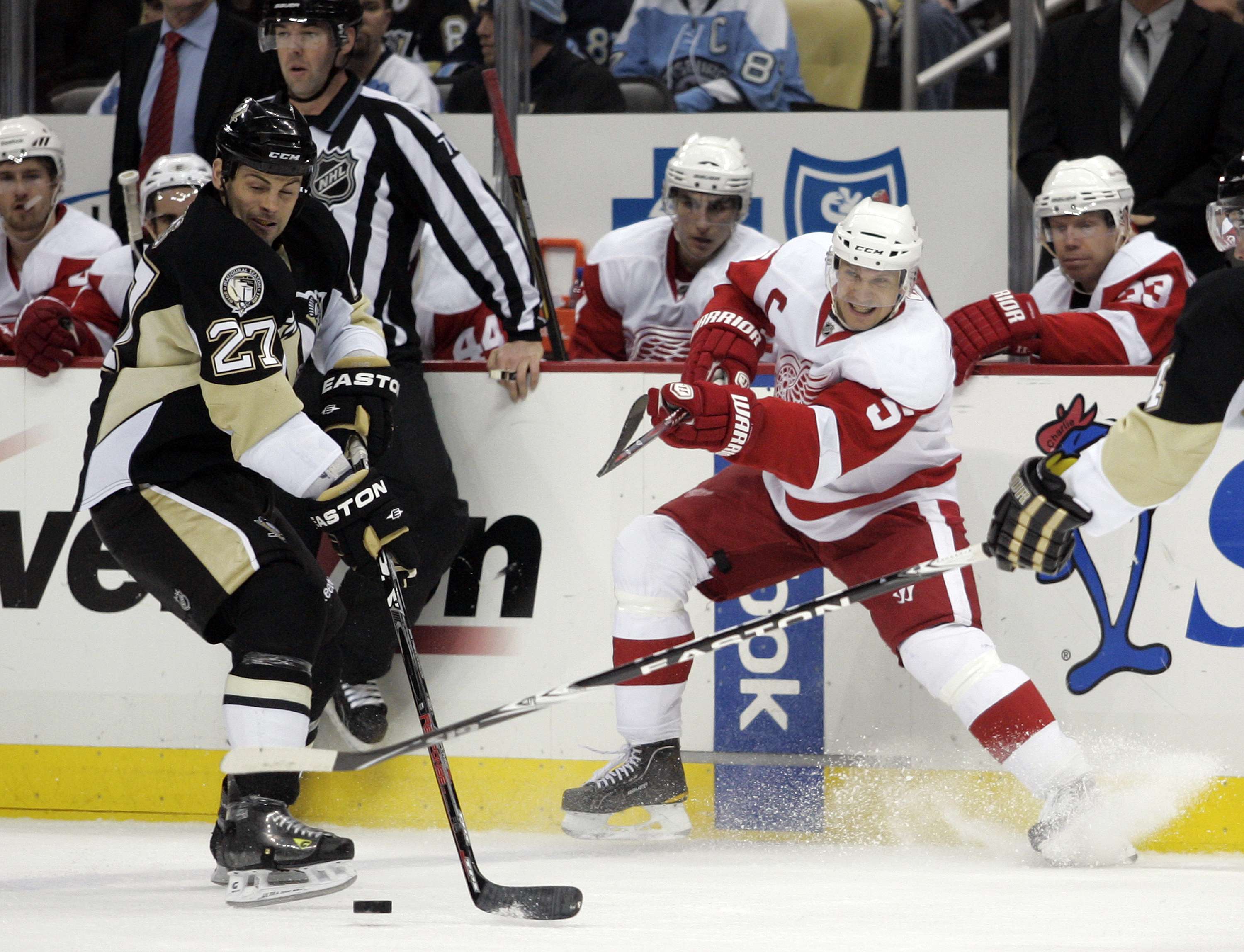 PITTSBURGH, PA - JANUARY 18:  Nicklas Lidstrom #5 of the Detroit Red Wings makes a pass against the Pittsburgh Penguins at Consol Energy Center on January 18, 2011 in Pittsburgh, Pennsylvania.  (Photo by Justin K. Aller/Getty Images)